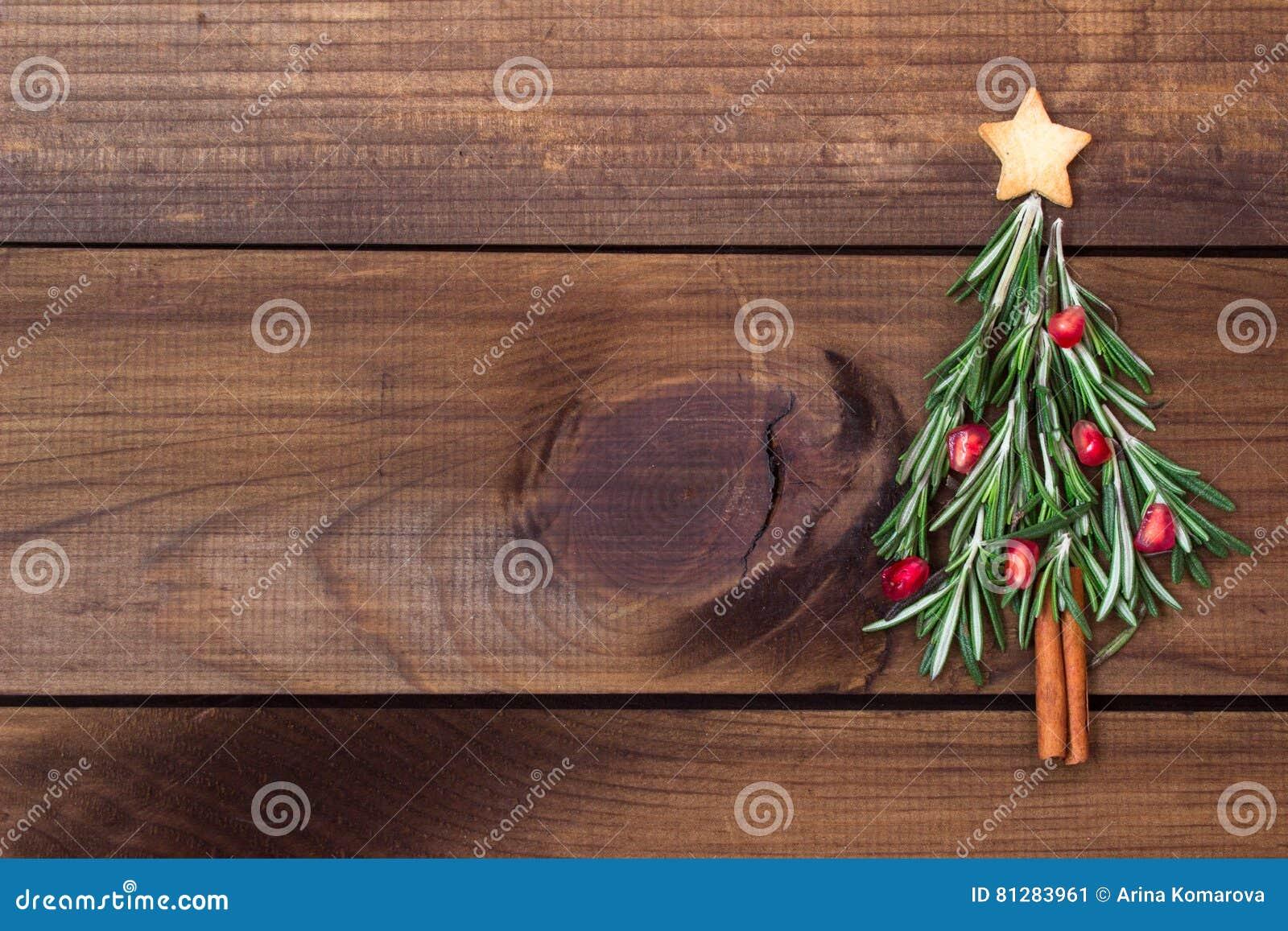 Albero Di Natale Fatto Con I Biscotti.Albero Di Natale Fatto Dei Rosmarini E Del Melograno Con Il Biscotto