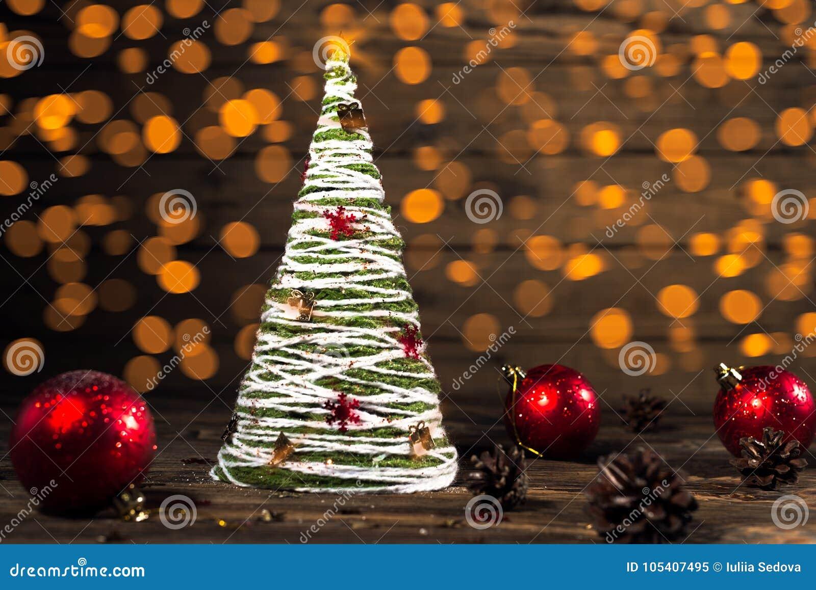 Albero di Natale fatto a mano nello stile rustico