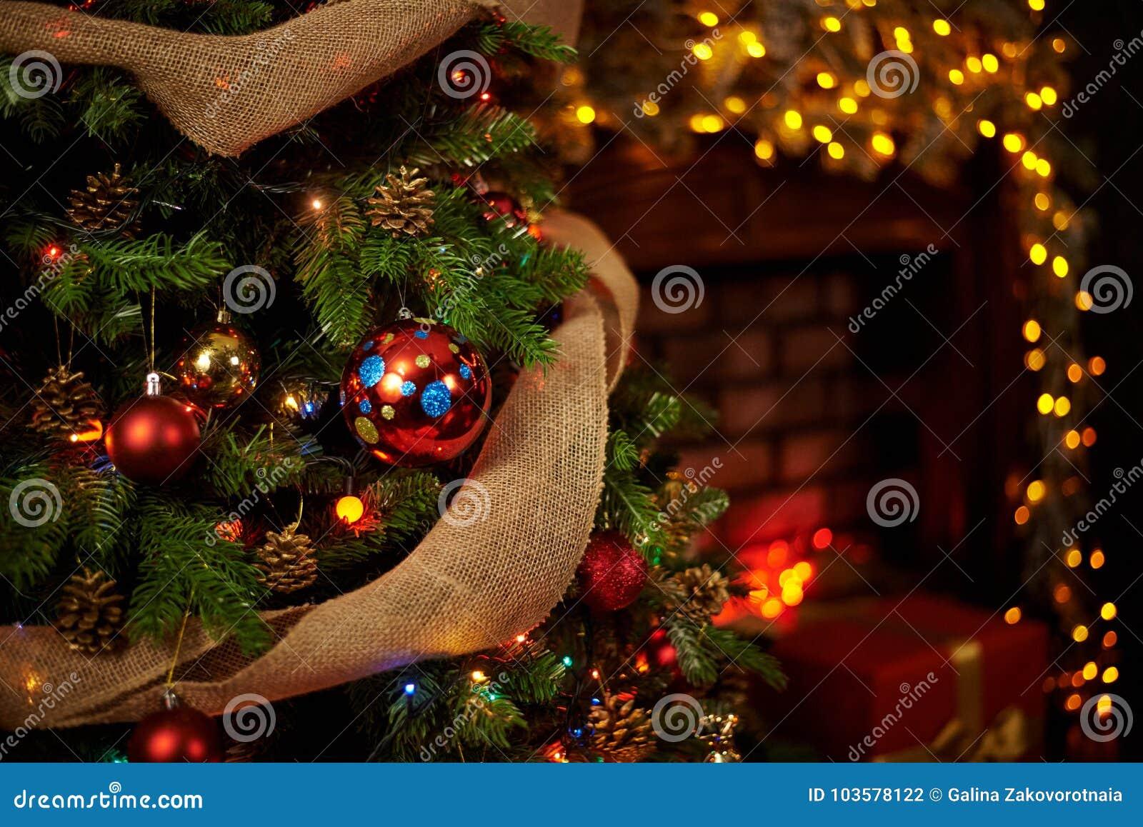Albero di Natale nel camino