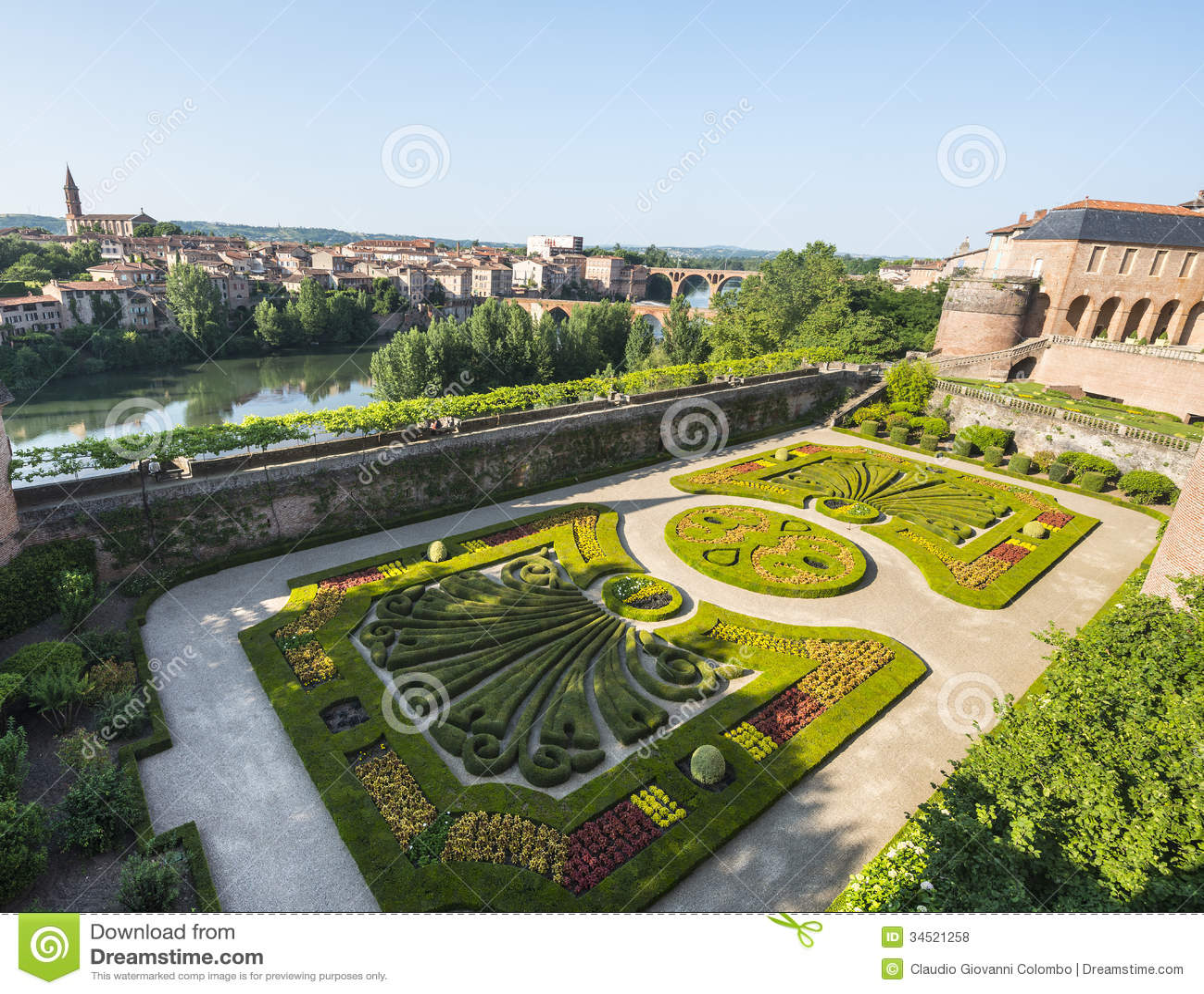 Albi palais de la berbie jardin photos libres de droits for Le jardin des 4 saisons albi