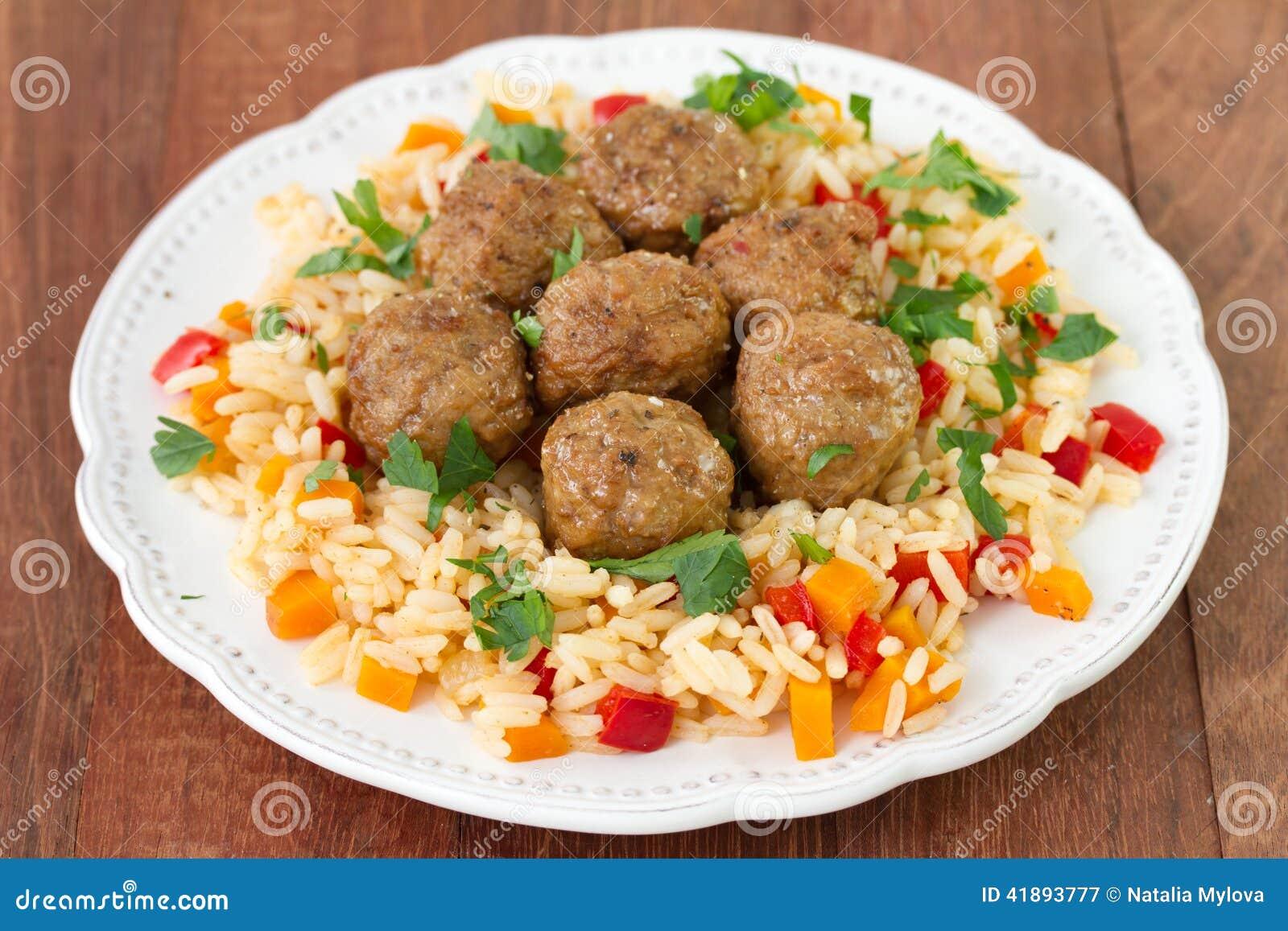 Alb ndigas con arroz con las verduras foto de archivo - Albondigas con verduras ...