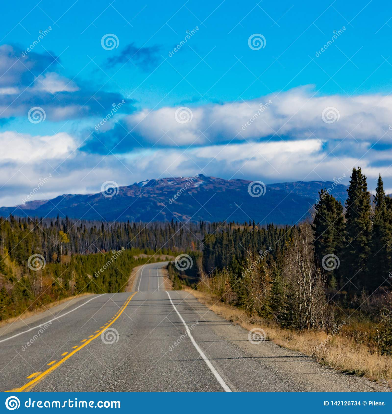 Alcan μέσω του μεγάλου εδάφους υπαίθρια Καναδάς Yukon