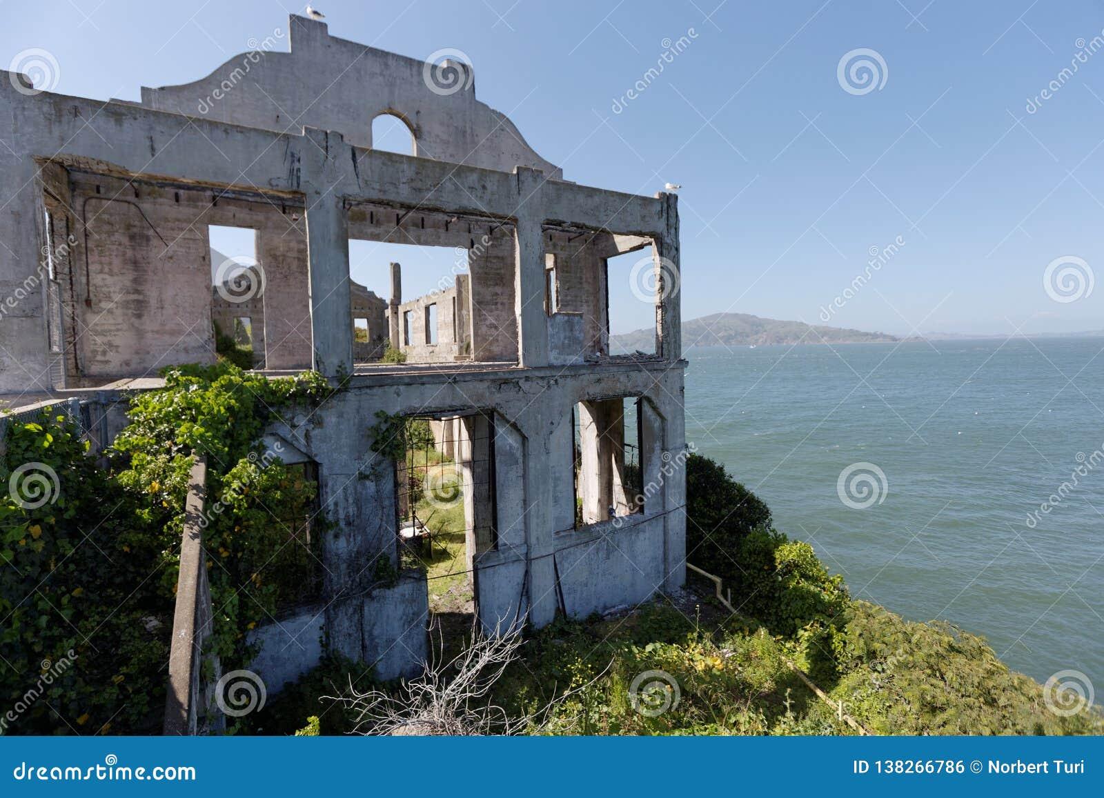 Alcatraz övergav byggnader