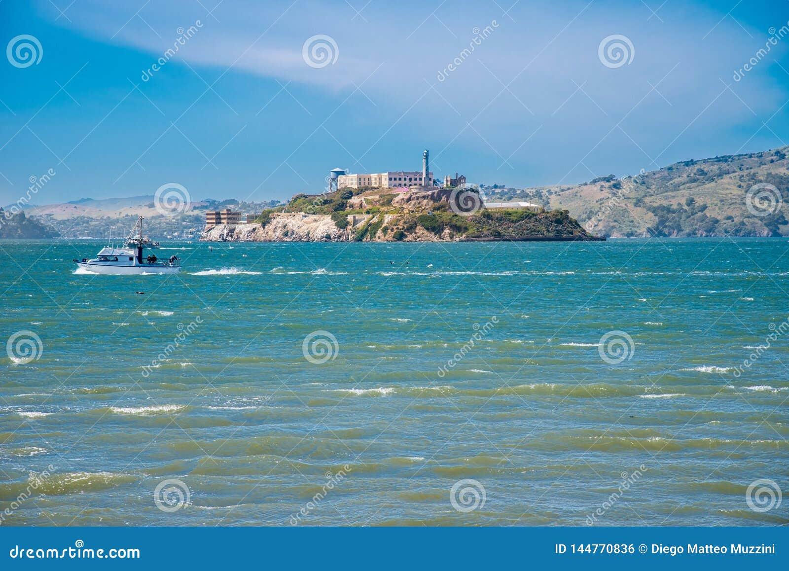 Alcatraz f?ngelse under en sommardag