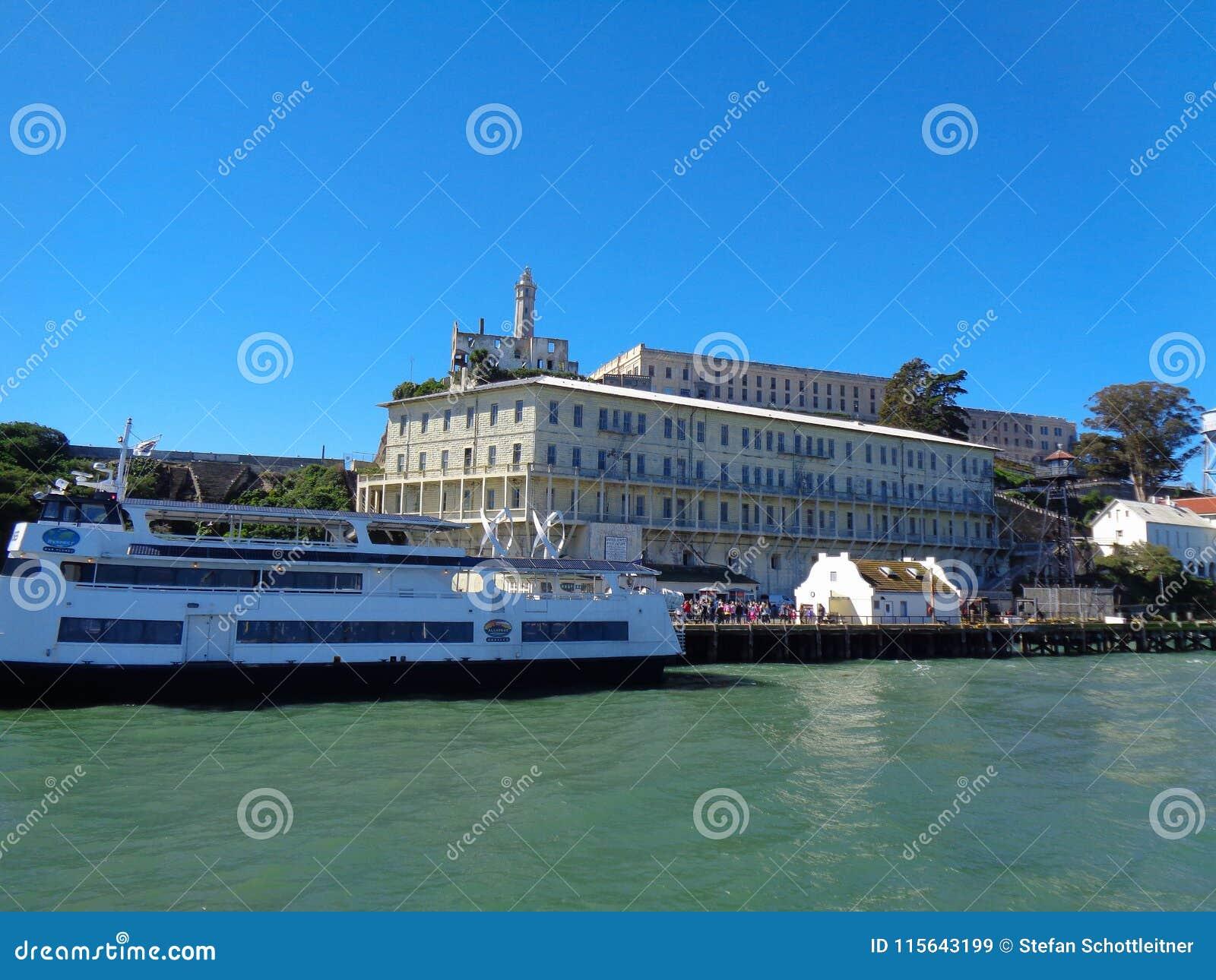 Alcatraz wyspa od łodzi