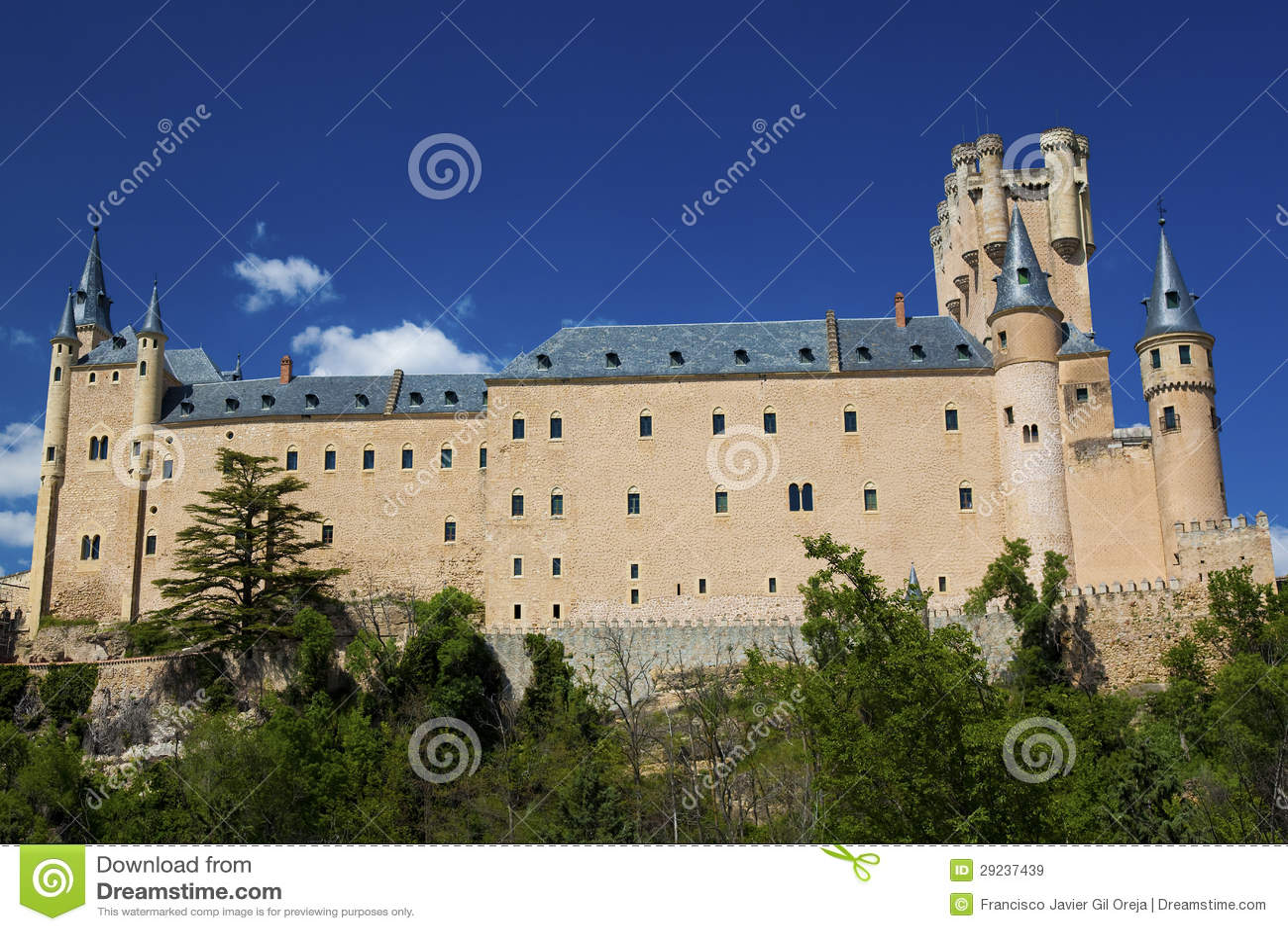 Download Alcazar, Segovia imagem de stock. Imagem de pedra, torre - 29237439