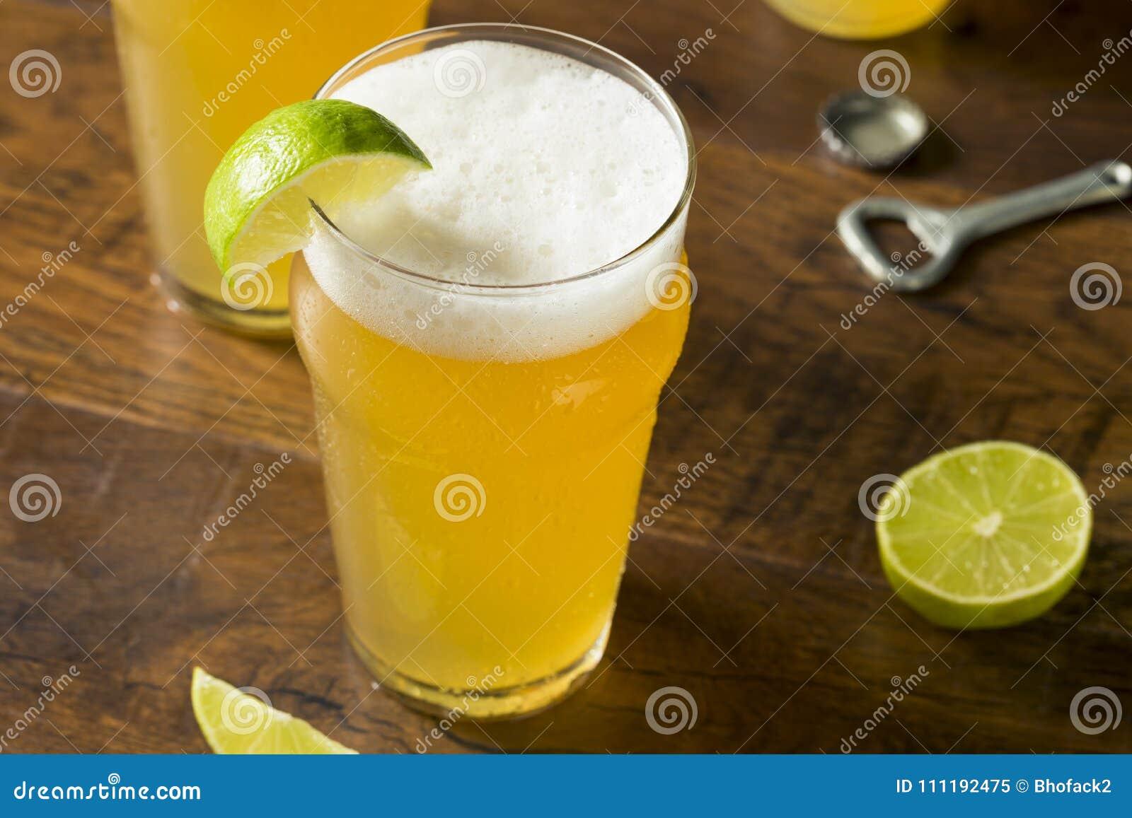 Alcoólico que refresca a cerveja mexicana com cal