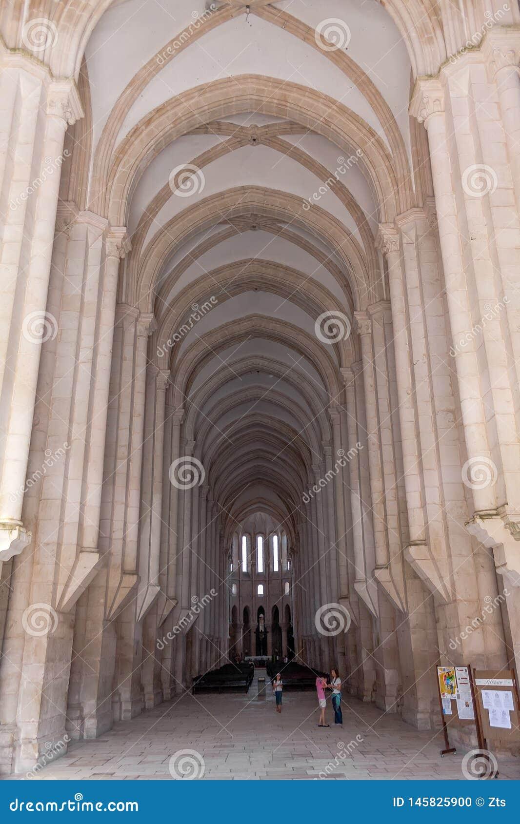 Alcobaca, Португалия - 17-ое июля 2017: Готическая ступица церков монастыря Santa Maria de Alcobaca Аббатства Шедевр средневеково