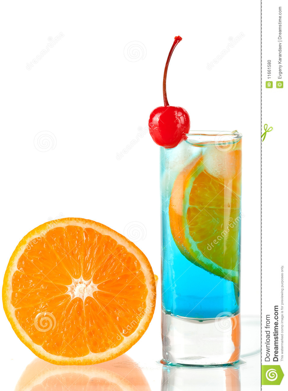 Alcohol cocktail with blue curacao orange and mar stock for Cocktail curacao