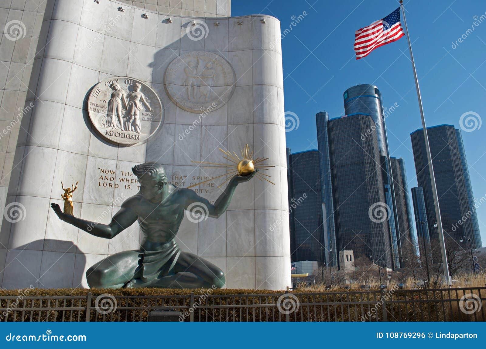 Alcohol de la estatua de Detroit en Detroit céntrica con las jefaturas del centro del renacimiento o del mundo del GM