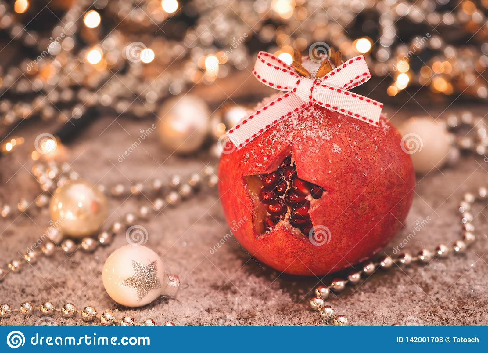 Alcohol de la Navidad? con Santa y Noel Una estrella cortada en una granada