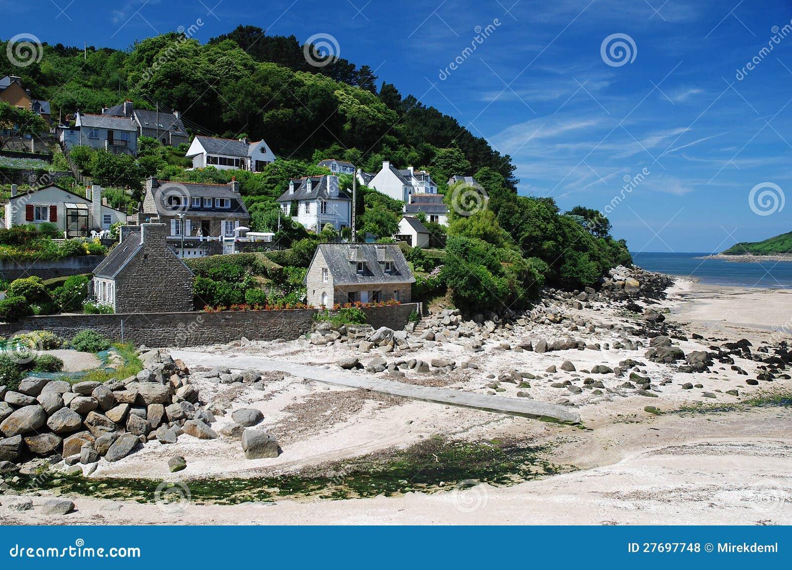 Aldea en la costa Bretaña