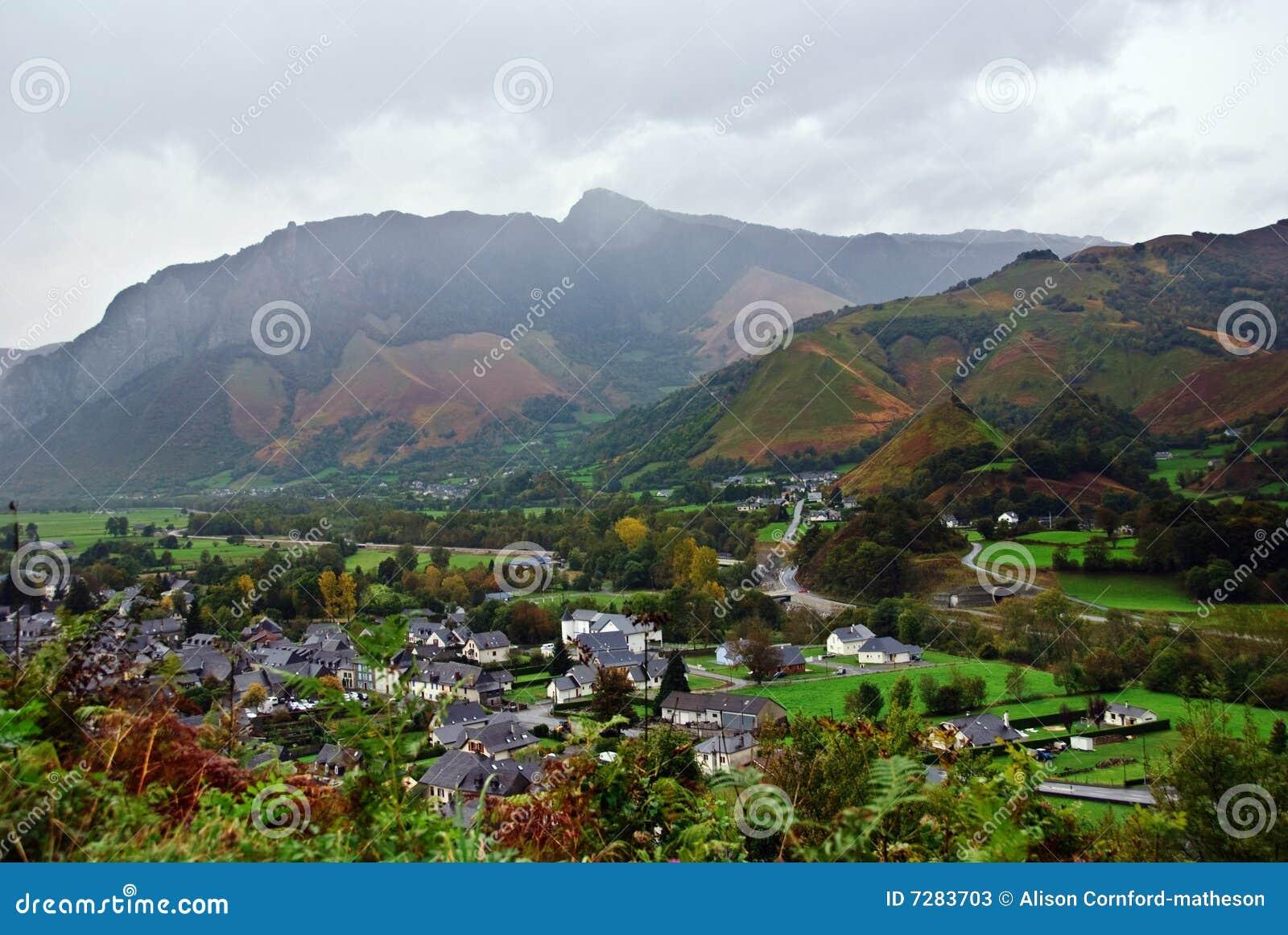 Aldea en los Pyrenees