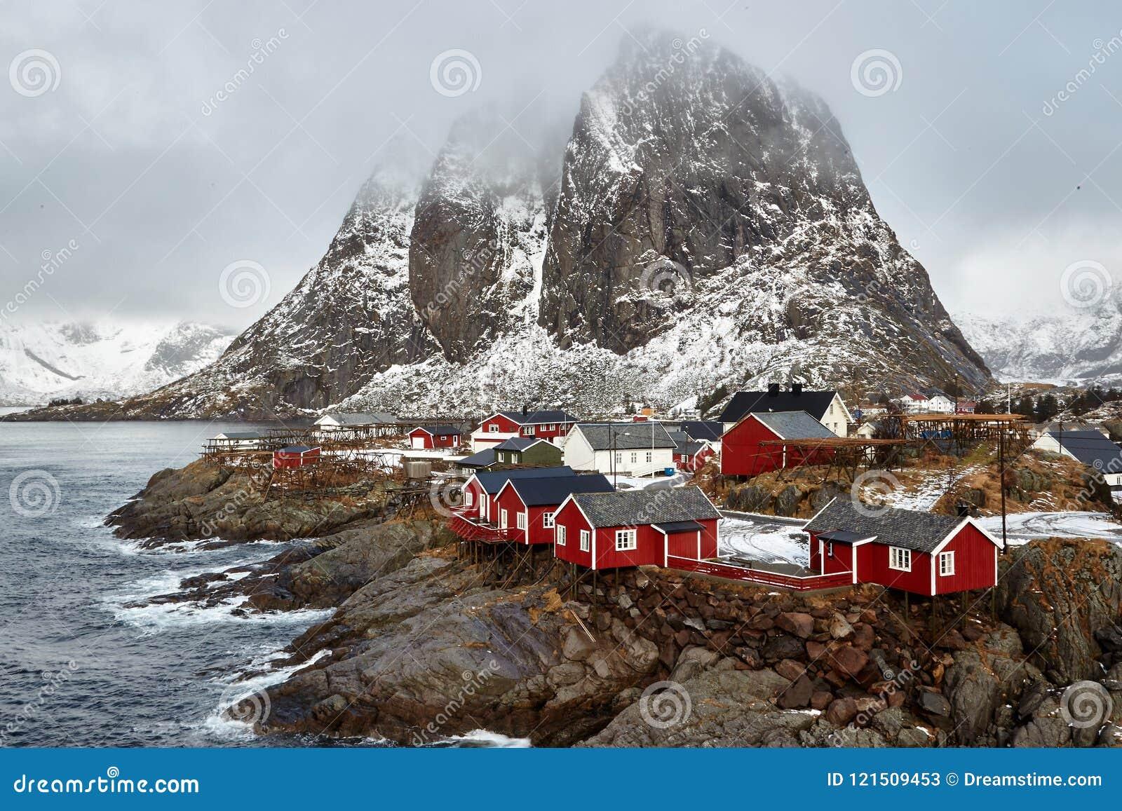Aldeia piscatória de Hamnoy nas ilhas de Lofoten, Noruega