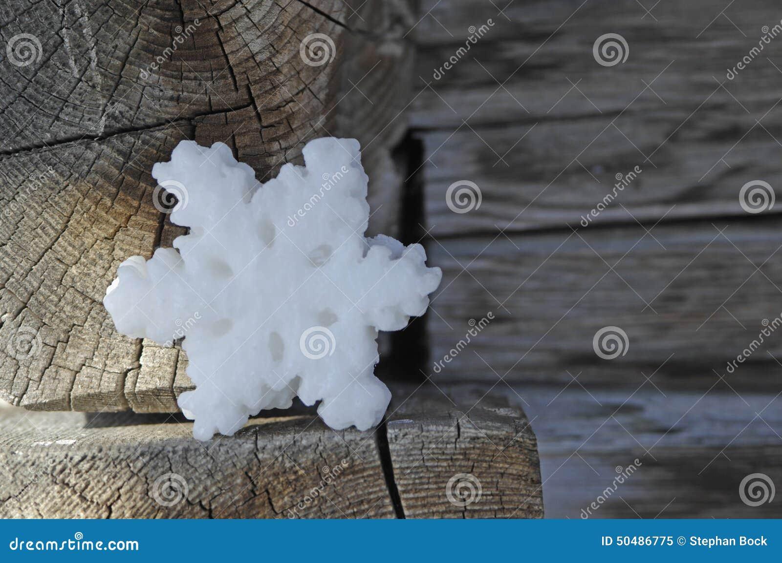 Alemanha, Ammersee, neve-cristal da cera no alojamento de madeira