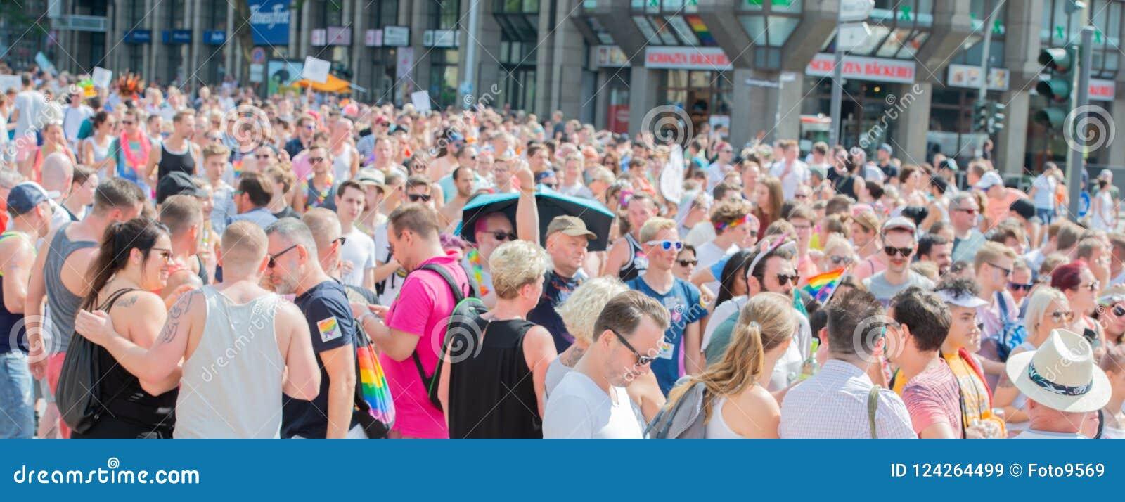 Alemanha, Hamburgo - 4 de agosto de 2018: Dia da rua de Christopher Parada do amor em Hamburgo