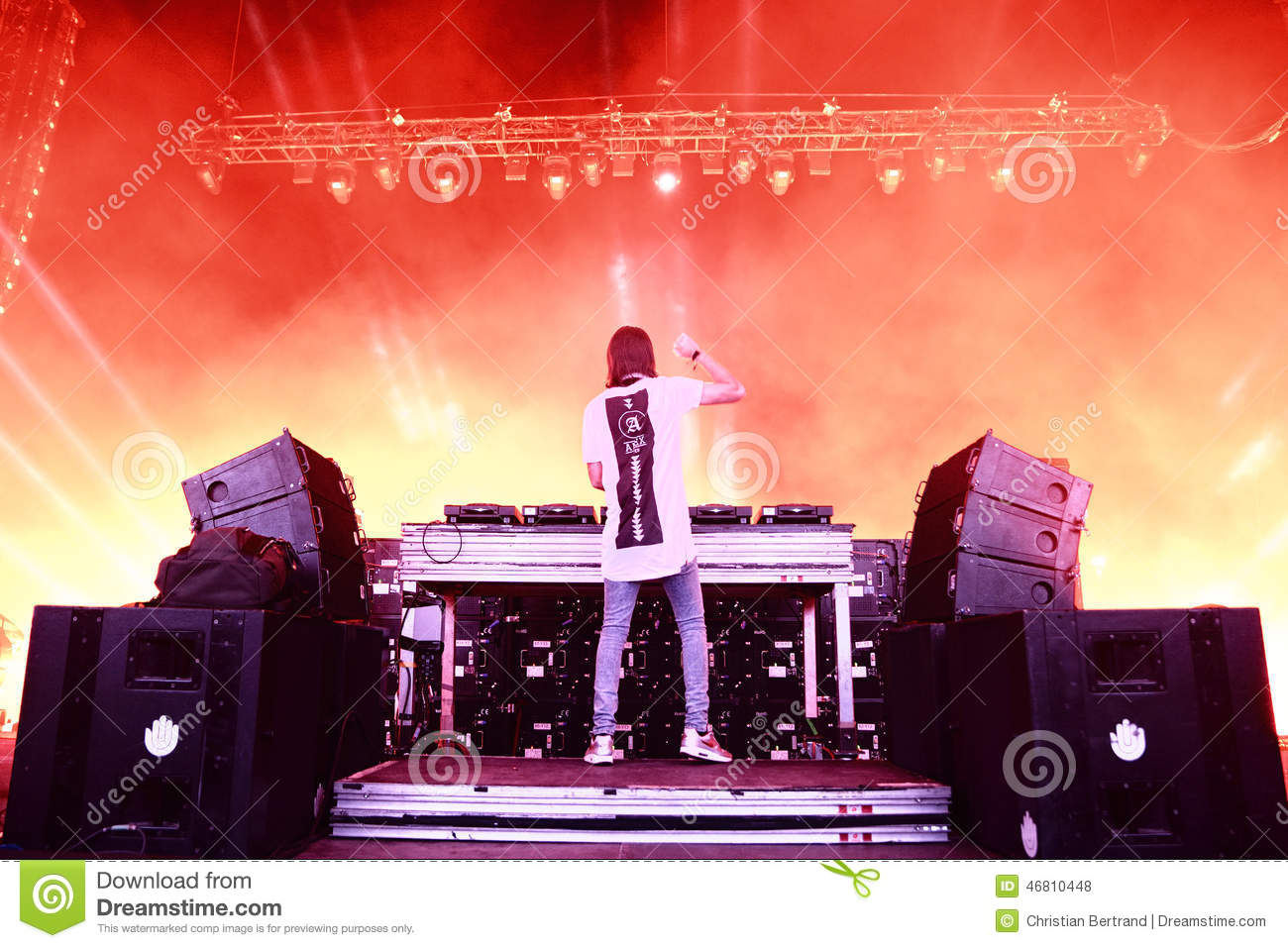 how electronic dance music is taking The 5 stages of an electronic music producer (and how to progress effectively through them) sam matla july 7, 2015 general 21 comments new learn the fundamentals of electronic music.