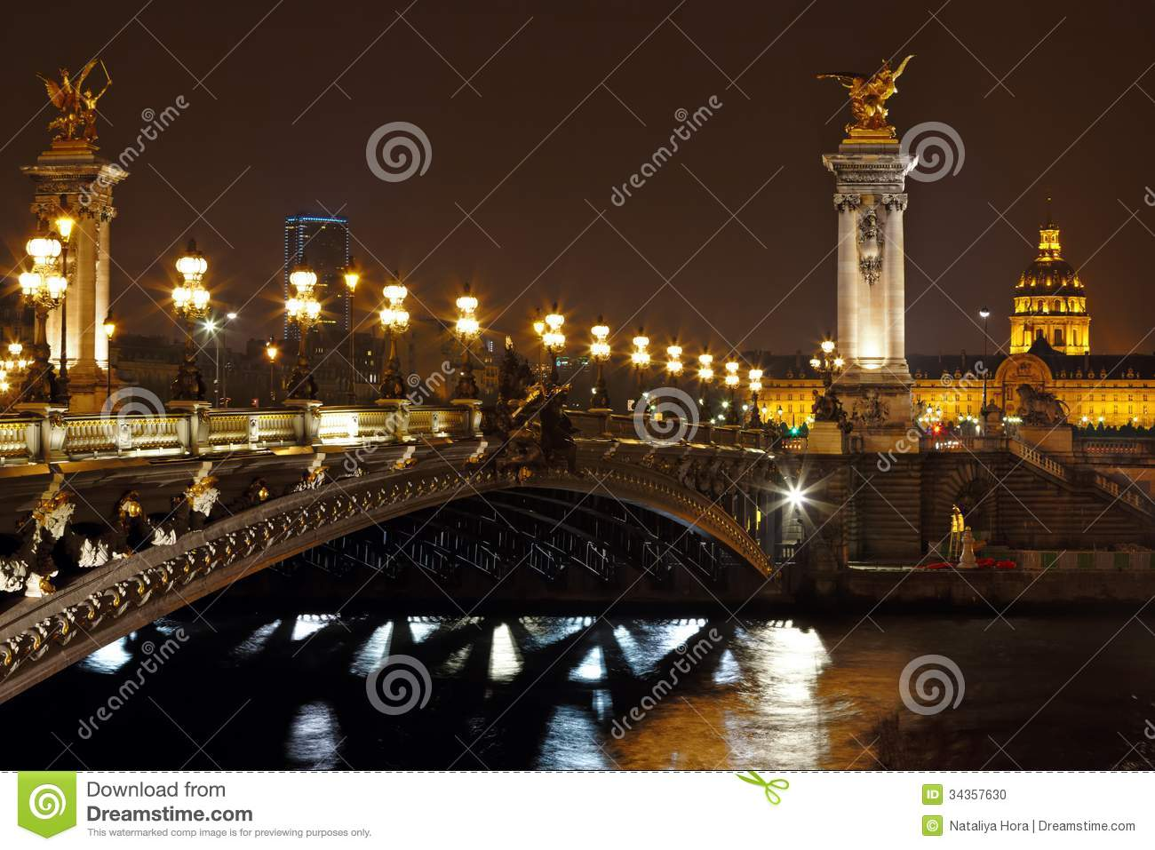 The alexander iii bridge at night in paris france stock for Paris night time