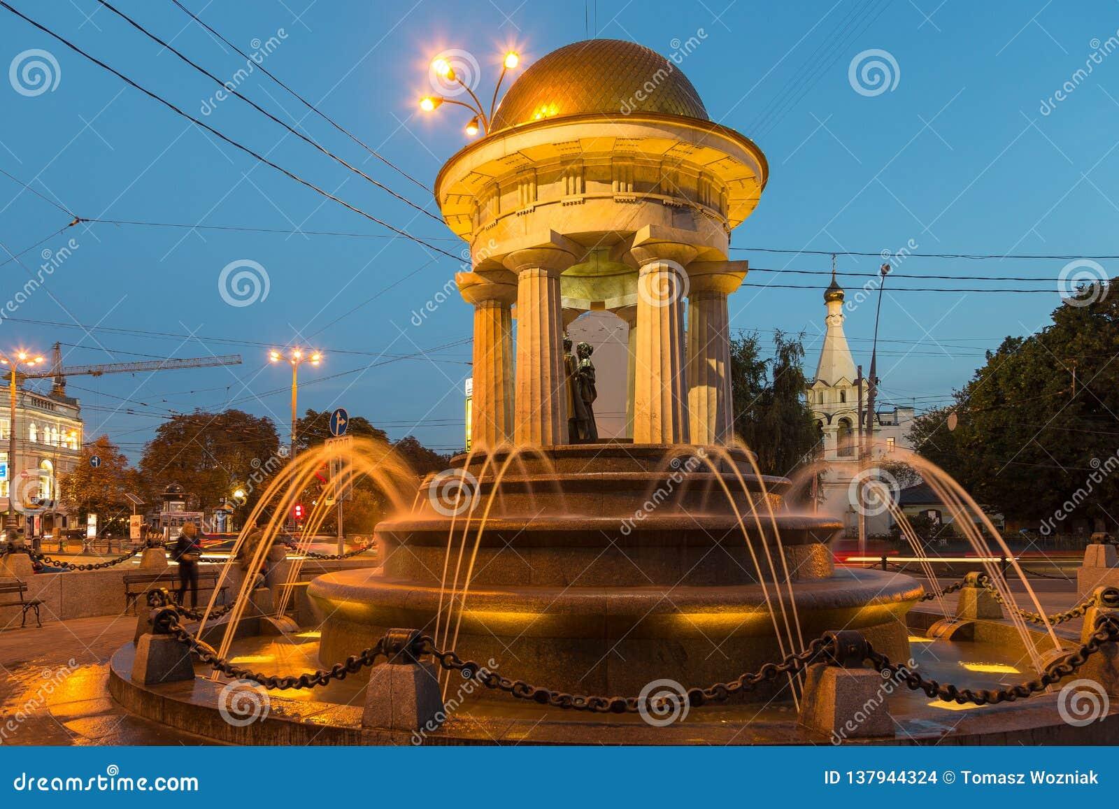 Alexander och Natalie rotundaspringbrunn på natten