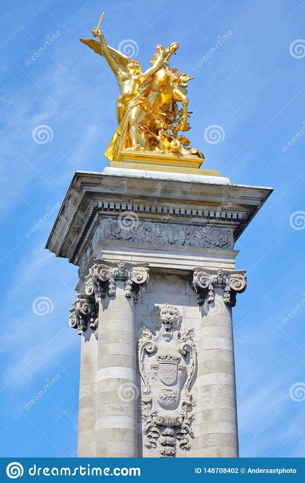 Golden Renommee Du Commerce- Statue On The Pont Alexandre