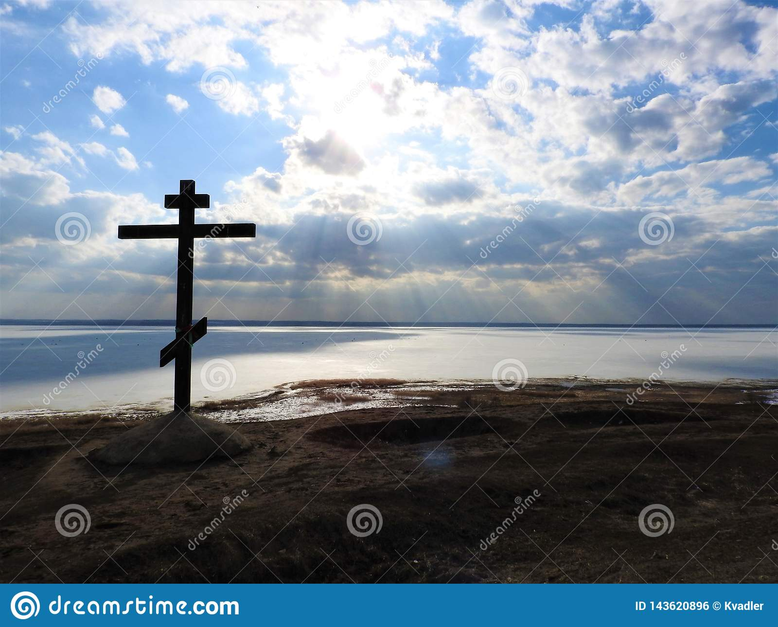 Alexandrov mountain in Pereslavl, the cross and a fabulous view of the lake in the ice in winter, the blue sky clouds