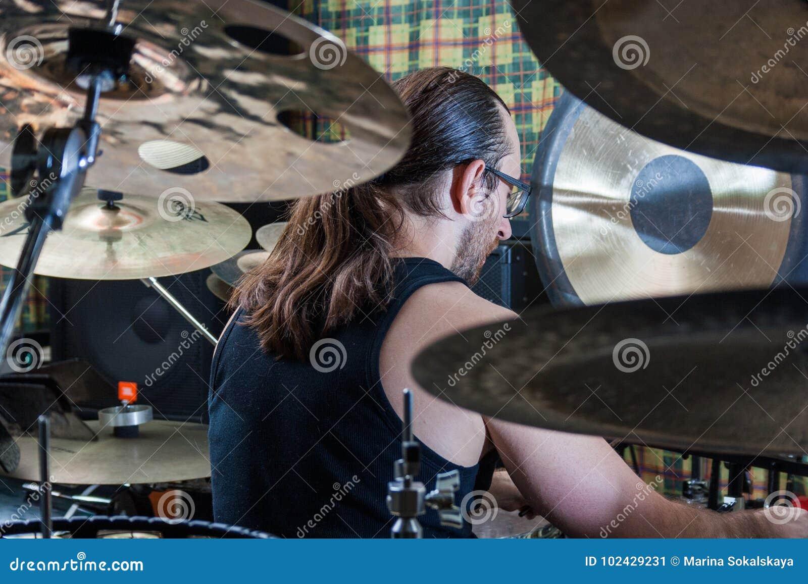 Alexey Bobrovsky melodyczny bębnienie