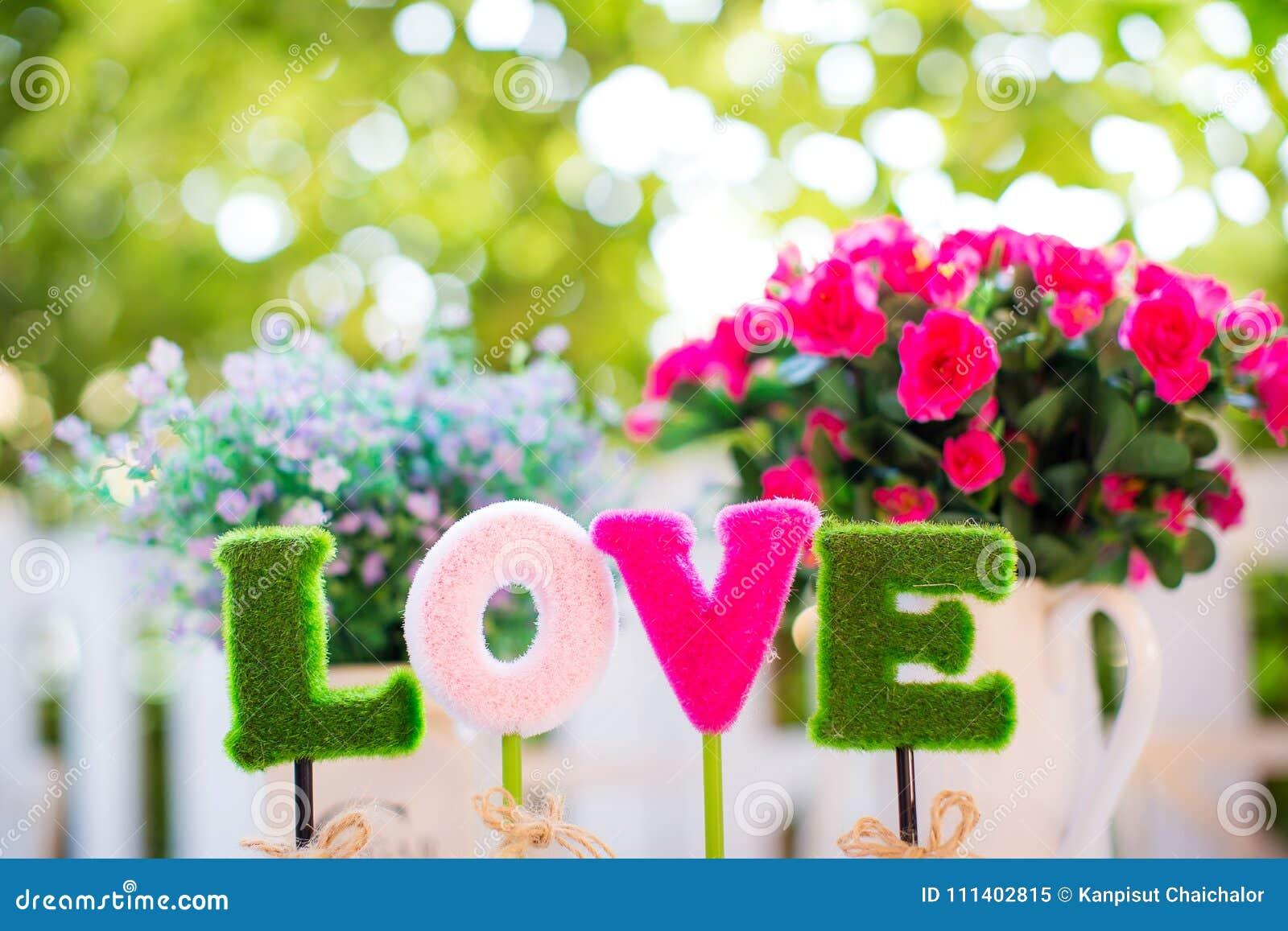 Alfabet l, nolla, v, e ordförälskelsen för garnering tecken av valentindagen och söt bröllopsresa