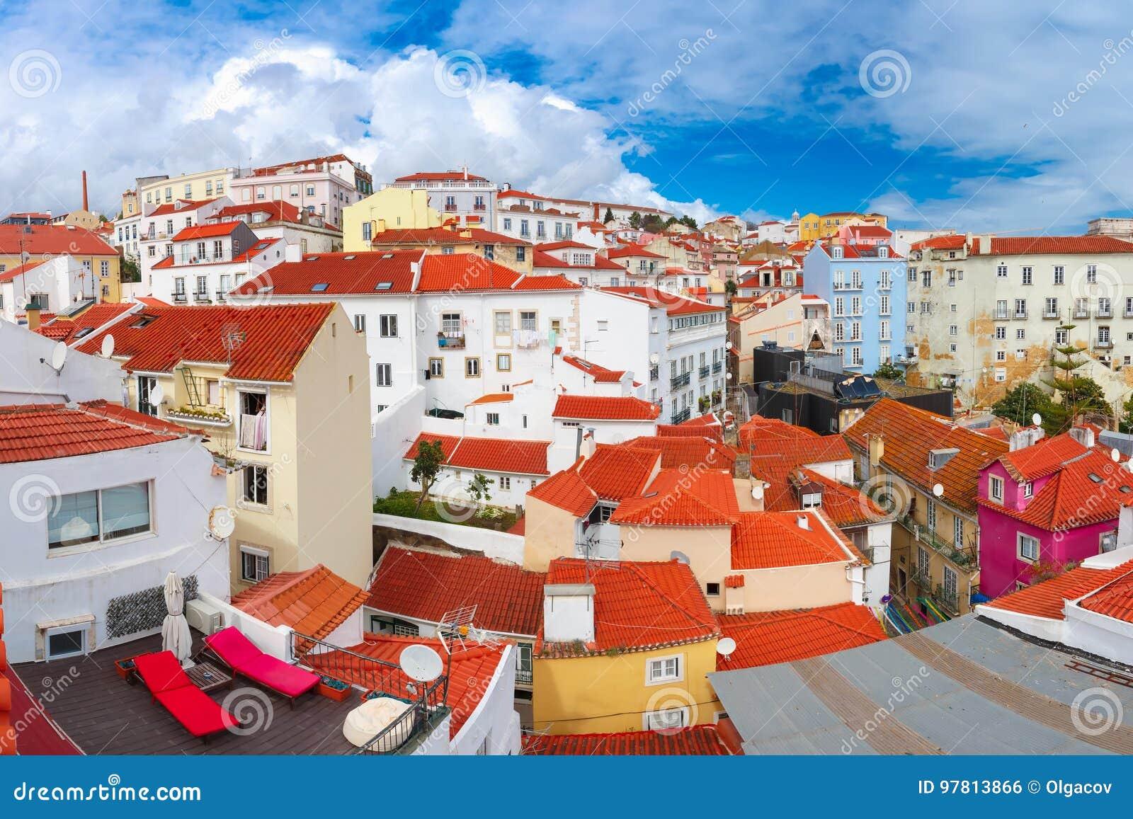 Alfama op een zonnige middag, Lissabon, Portugal