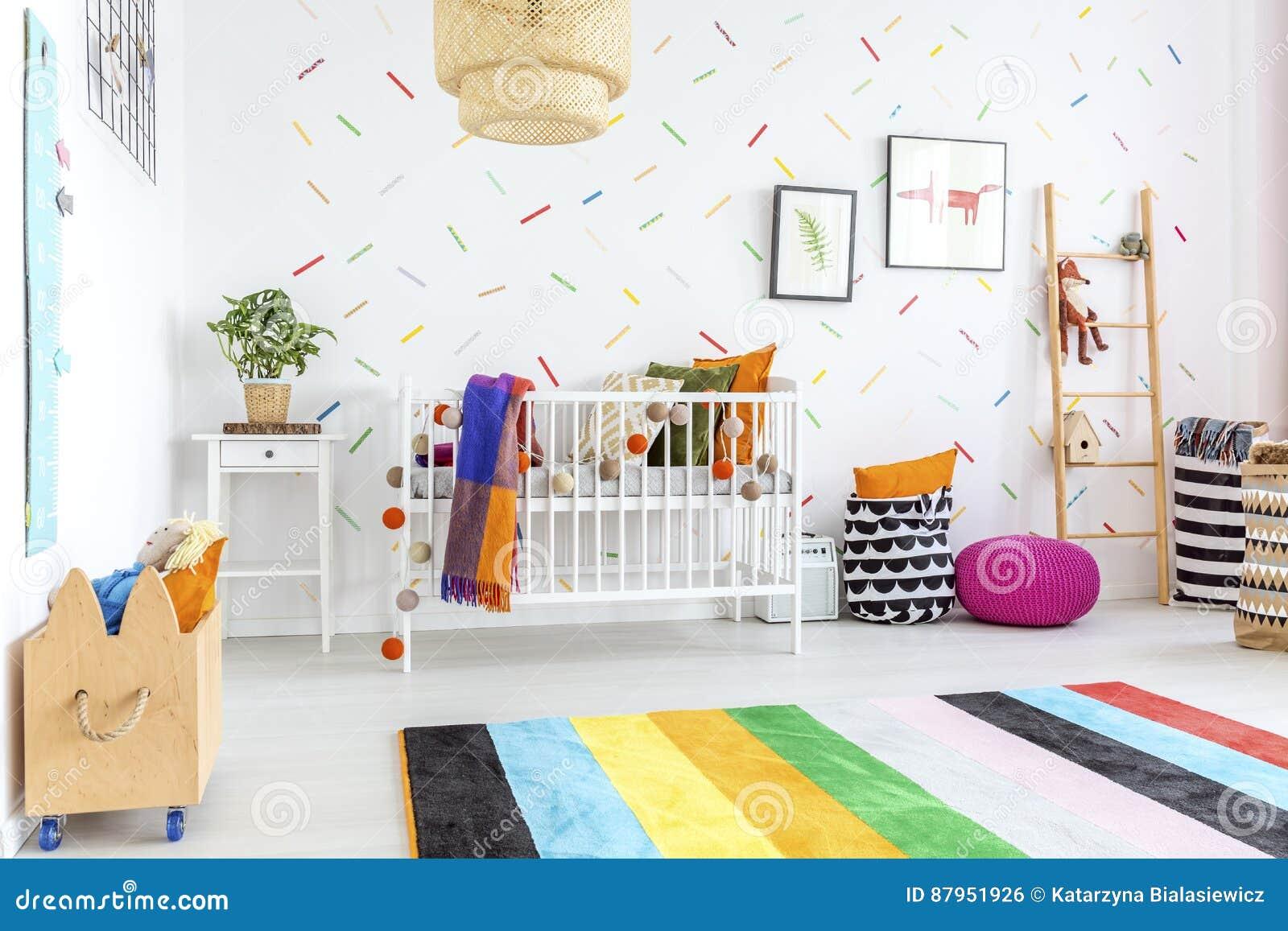 Alfombra Colorida En Sitio Del Bebé Foto de archivo - Imagen de ...
