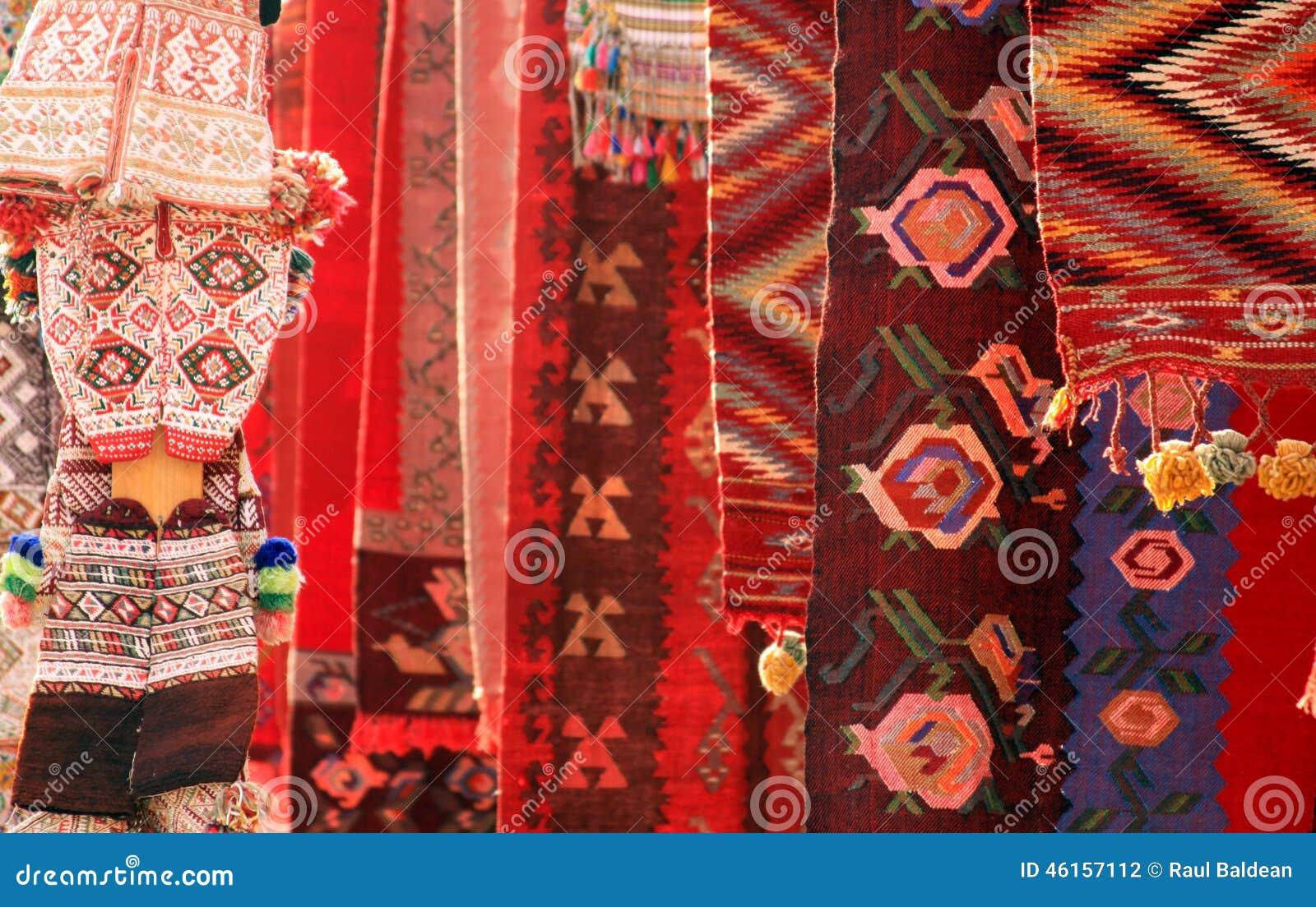 Alfombras rojas y ropa
