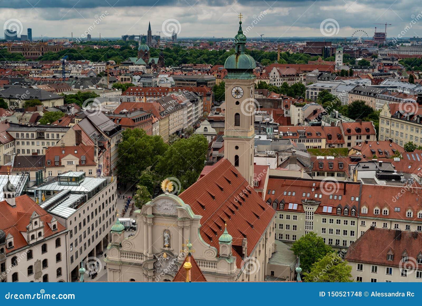 Algemeen satellietbeeld van München van een toren