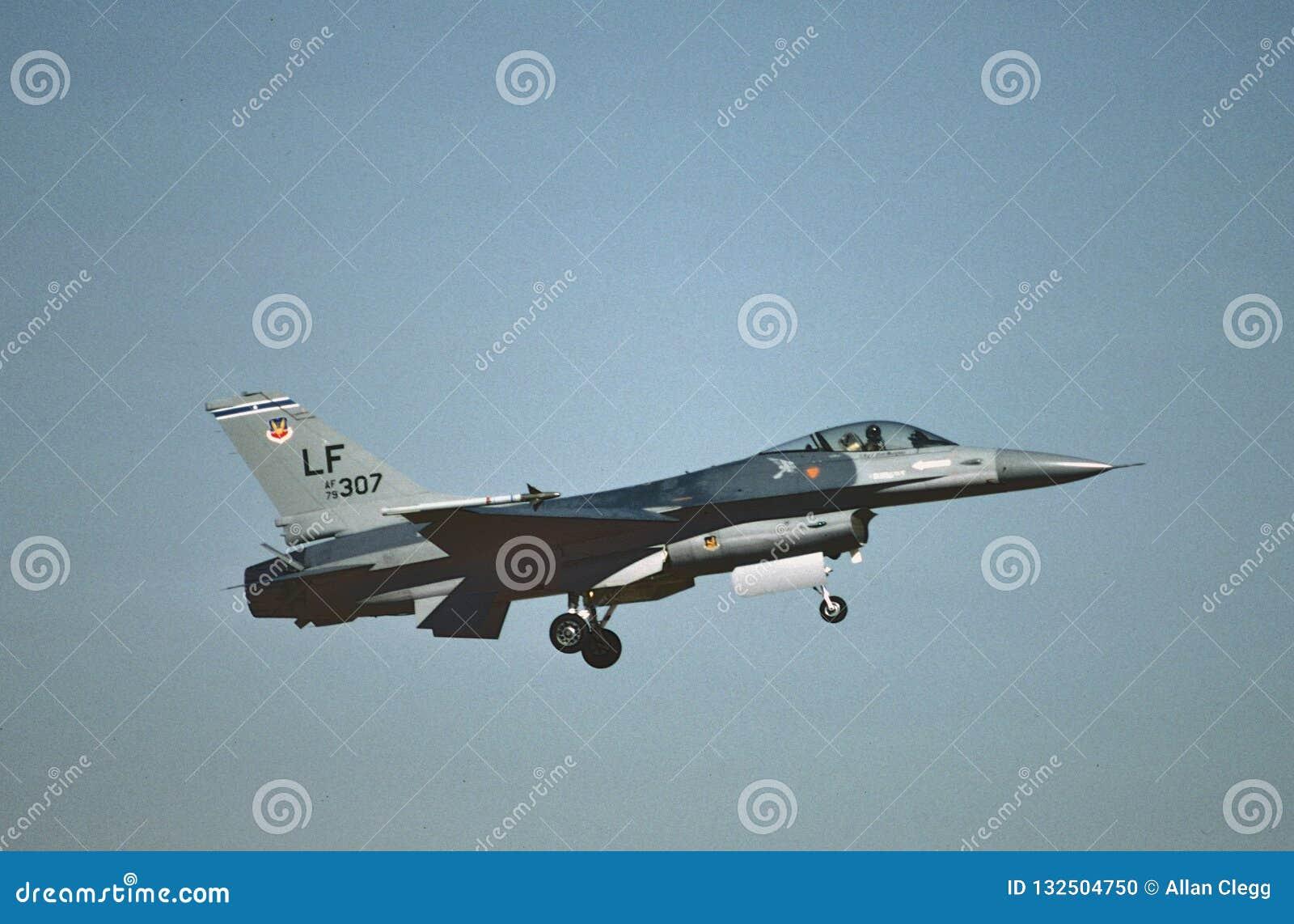 Algemene de Dynamica F-16A Eagle 79-0307 CN 61-92 die van de USAF bij ast Luke AFB, Phoenix, AZ in 1987 landen