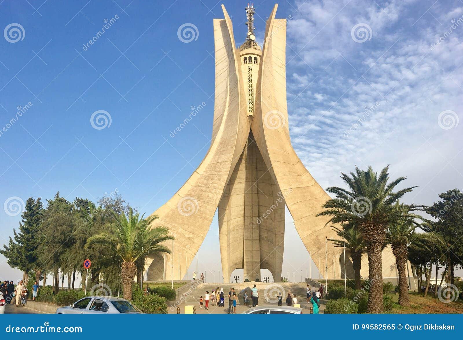 ALGIERS, ALGERIJE - 04 AUGUSTUS, 2017: Het monument van Maqam Echahid Geopend in 1982 voor 20ste ingebouwde verjaardag van de ona