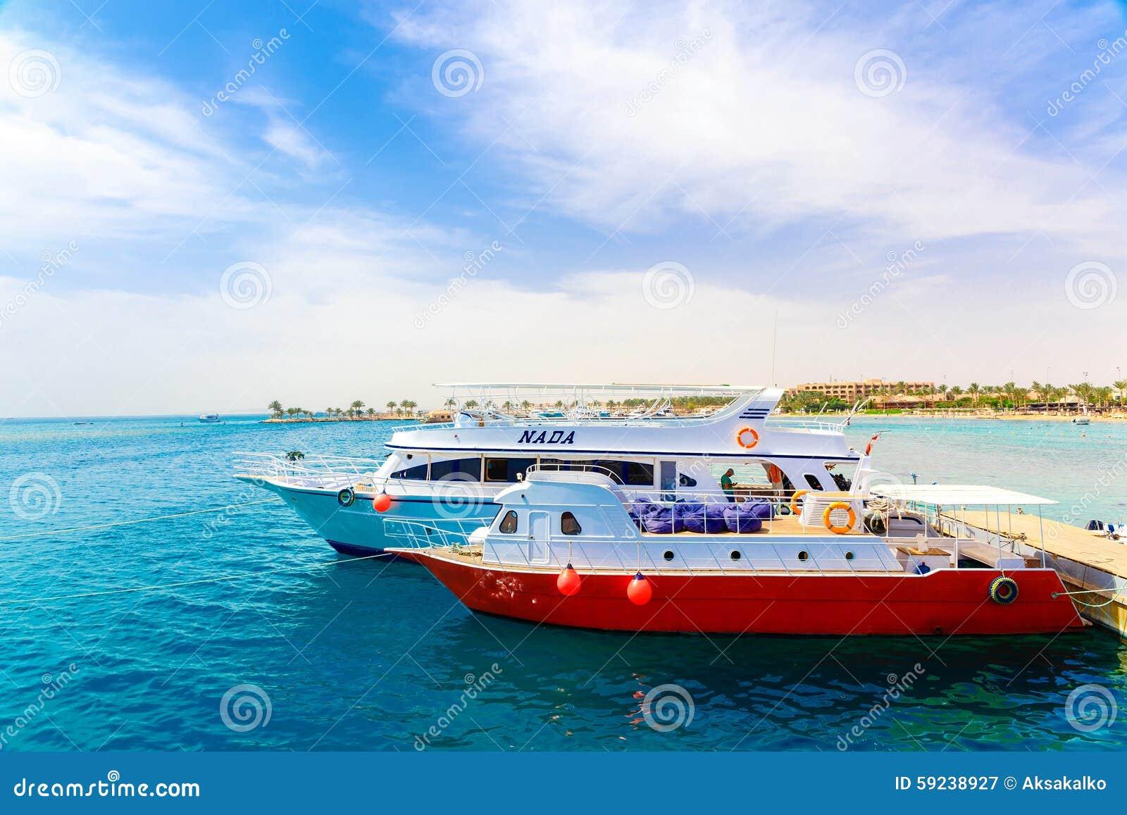 Algunos barcos cerca del embarcadero