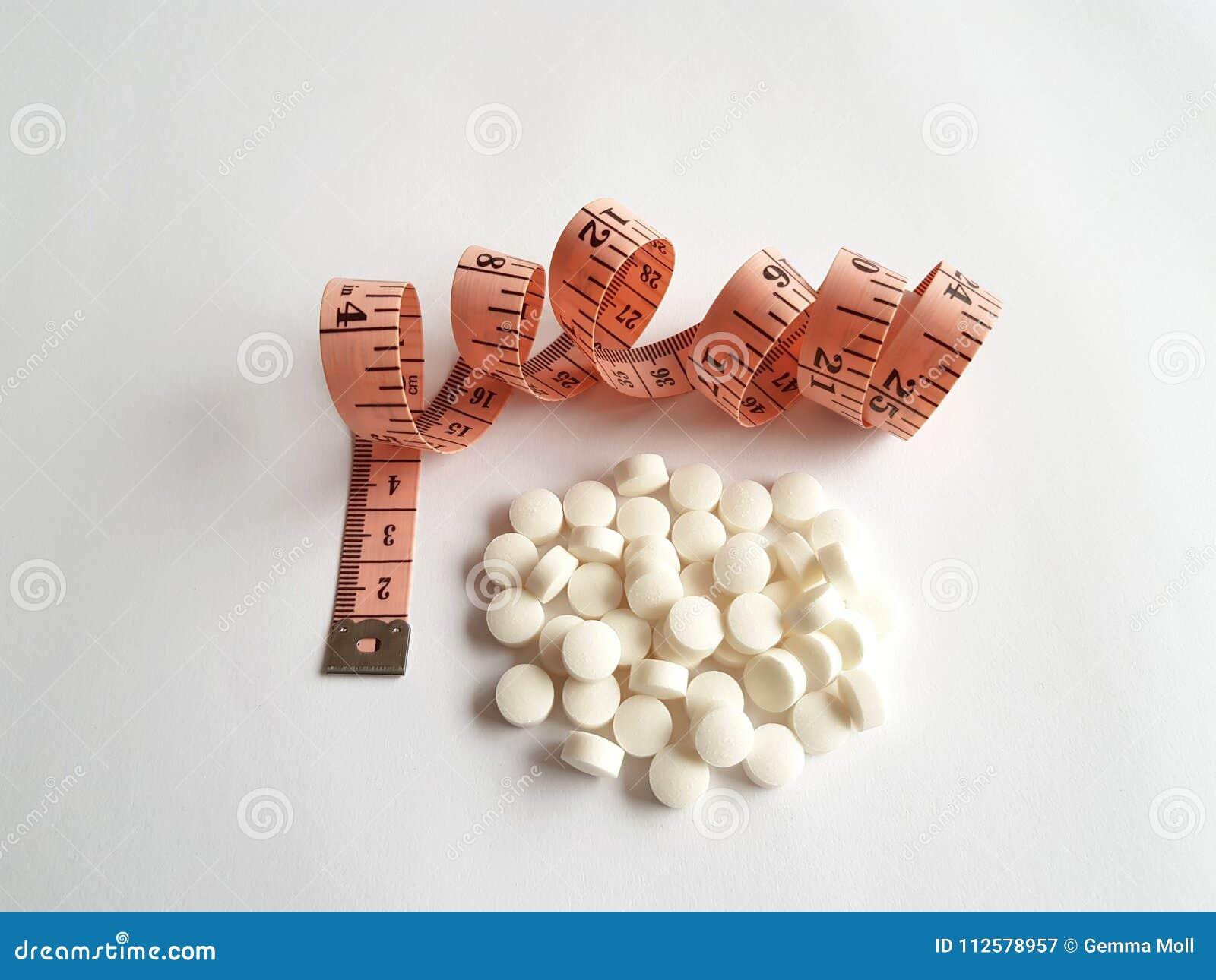 Alguns comprimidos na parte dianteira uma fita de medição