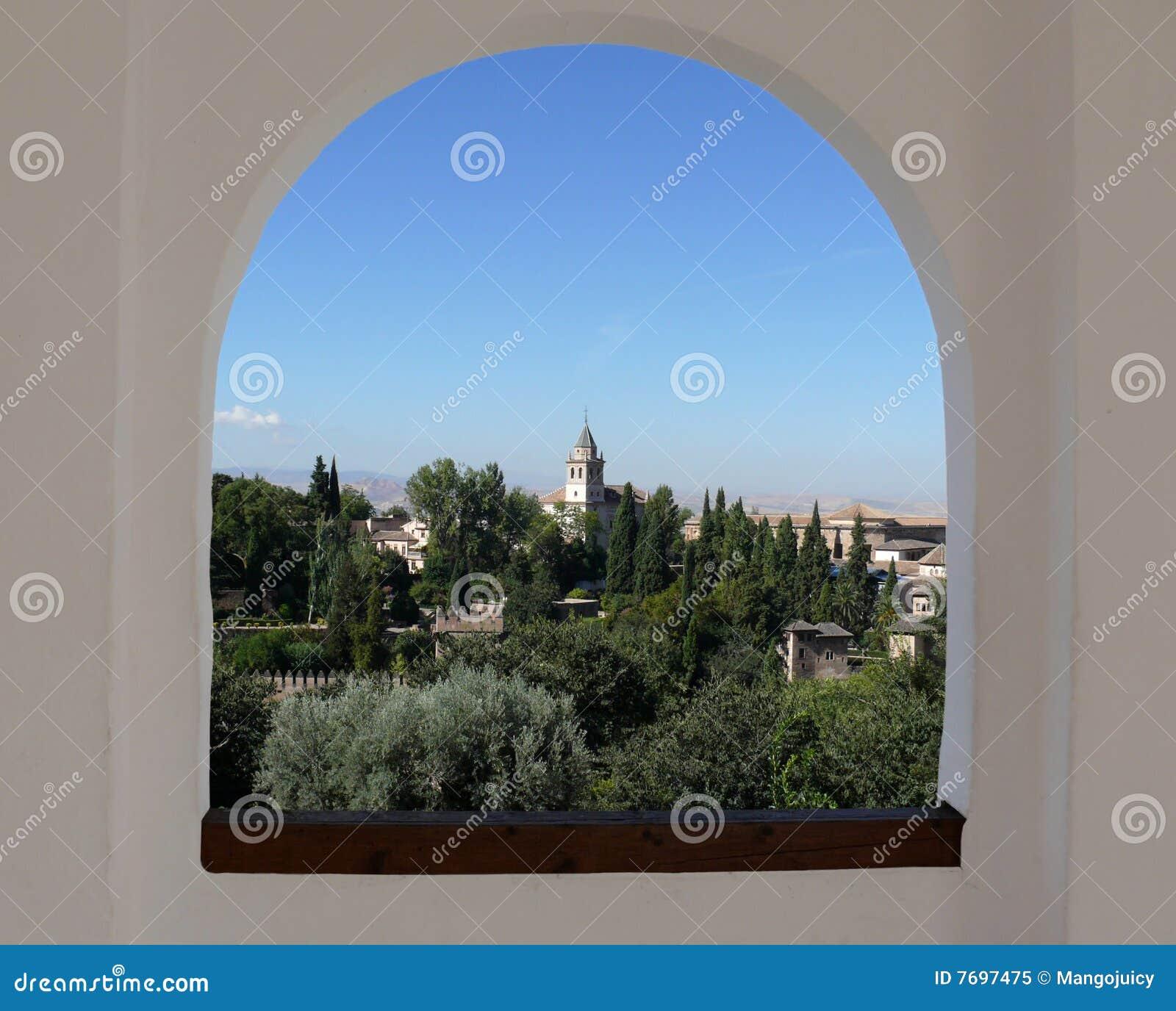 Alhambra attraverso la finestra dell 39 arco immagine stock - Finestra in spagnolo ...
