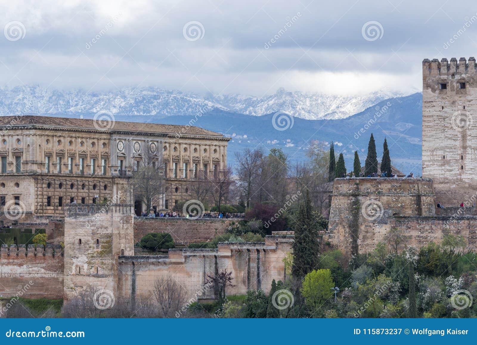 Alhambra en de witte bergen van Nevada