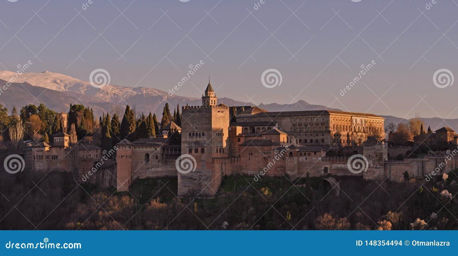 Alhambra-Festungssonnenuntergang in Granada von Spanien
