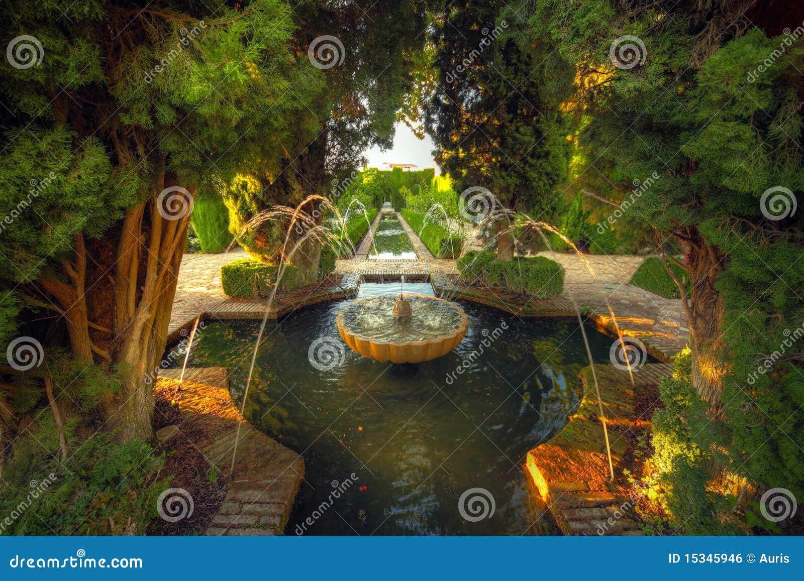Alhambra-Garten, Granada, Spanien Lizenzfreies Stockbild ...