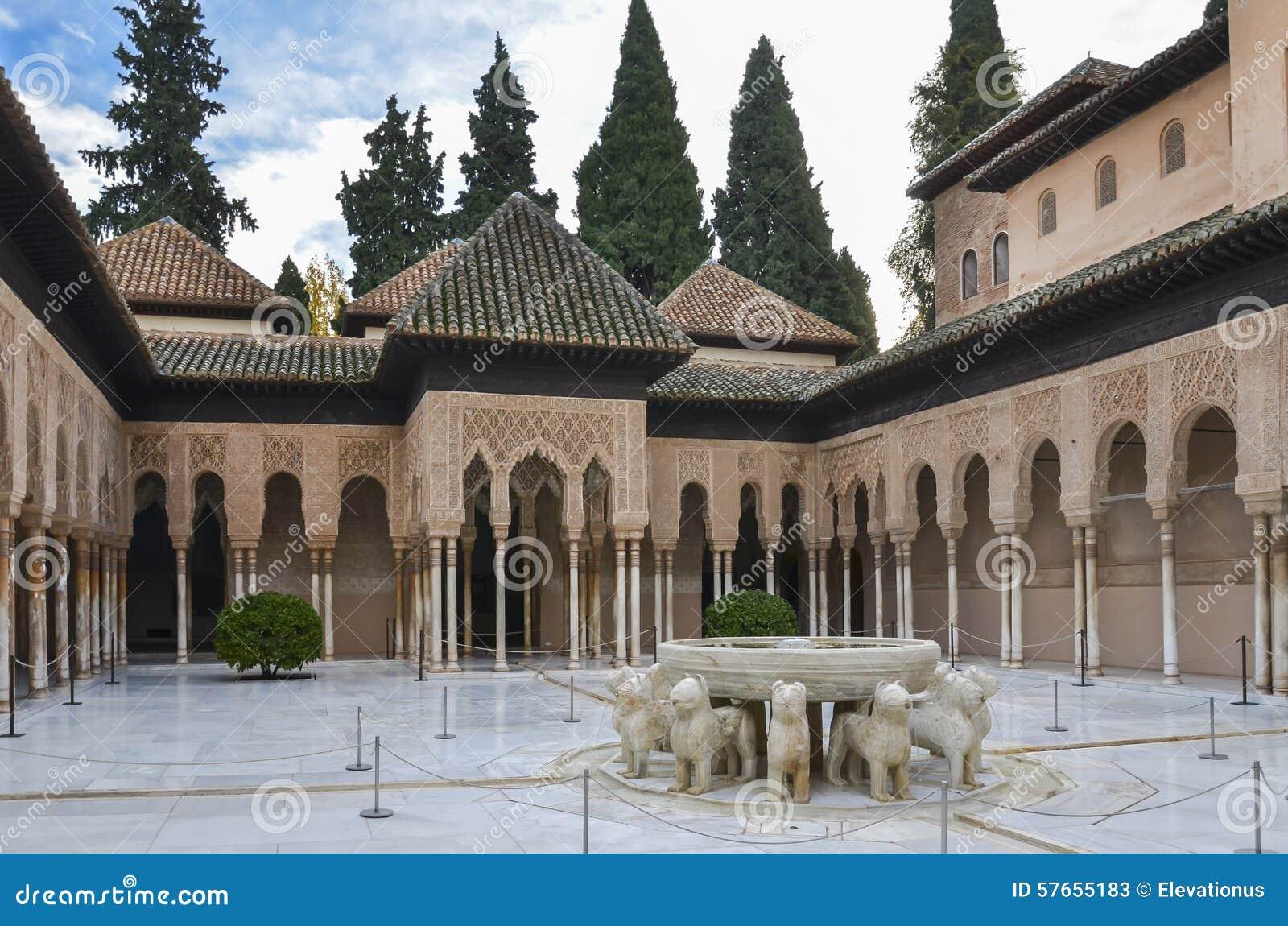 Alhambra - lew fontanna w Granada, Hiszpania