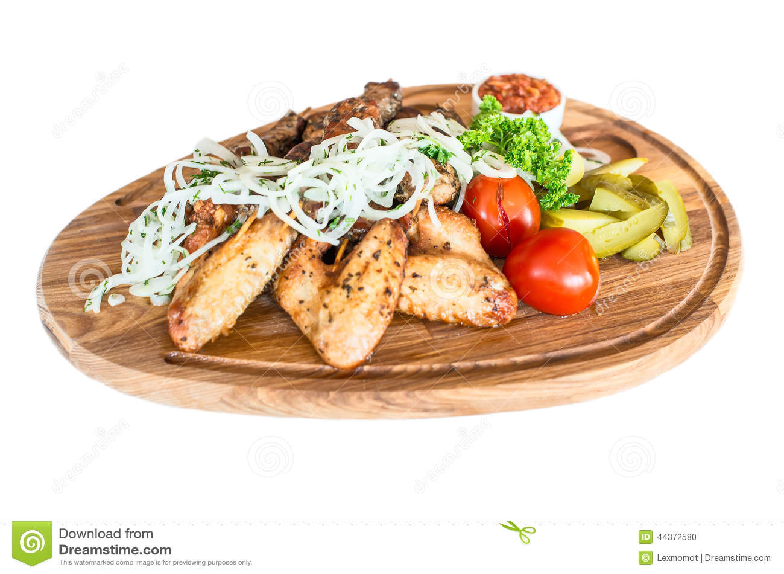 Ali di pollo cotte con le patate fritte