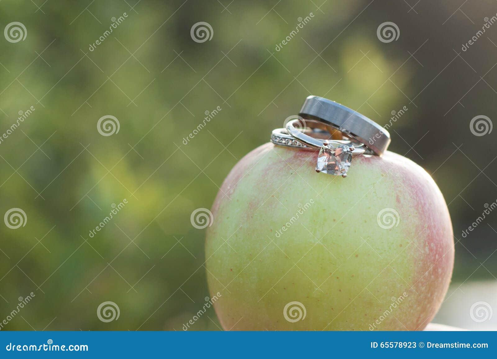 Alianças de casamento em Apple