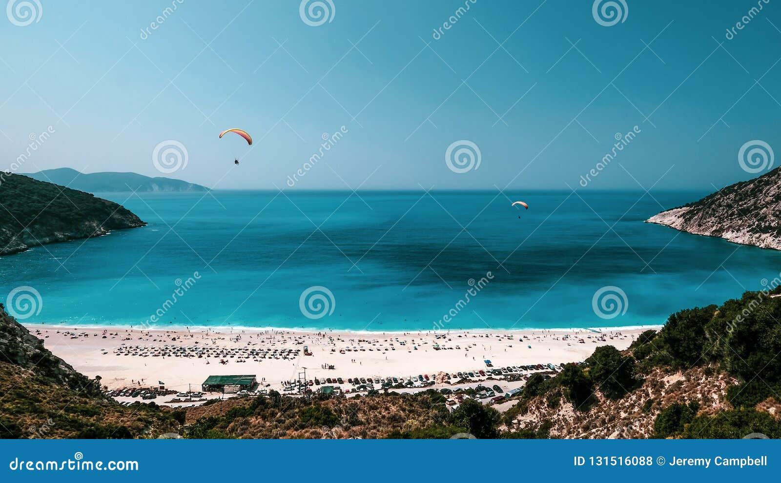Alianti sopra la spiaggia di Myrtos, Kefalonia