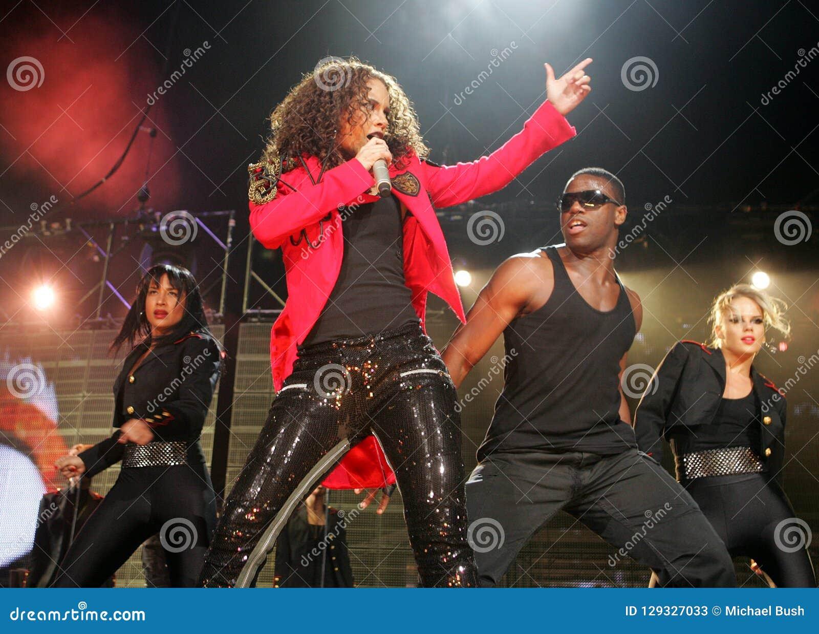 Alicia Keys presteert in overleg
