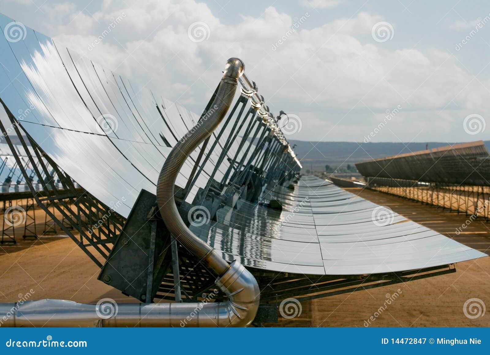 Alignements massifs de panneau solaire