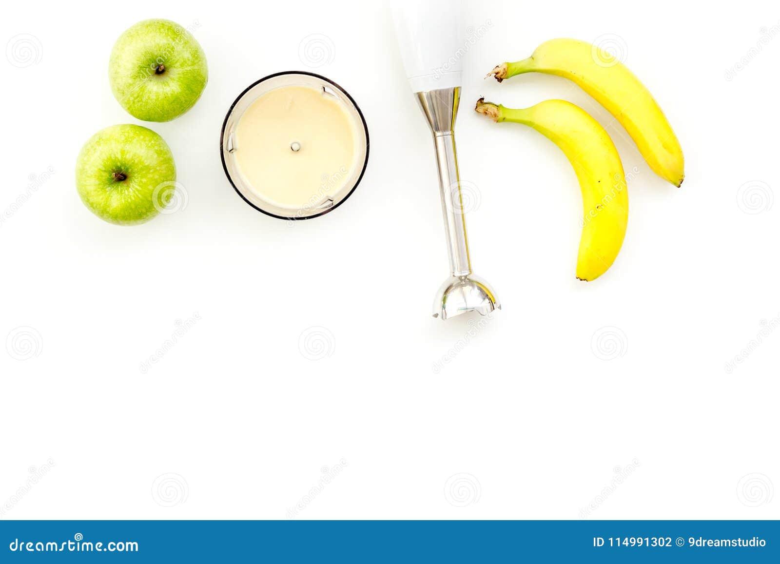 Aliment Pour Bebe Fait Maison Faites Cuire La Puree Avec La Pomme Et La Banane Avec Le Melangeur D Immersion Fond Blanc Avec L Es Photo Stock Image Du Pomme Fond 114991302