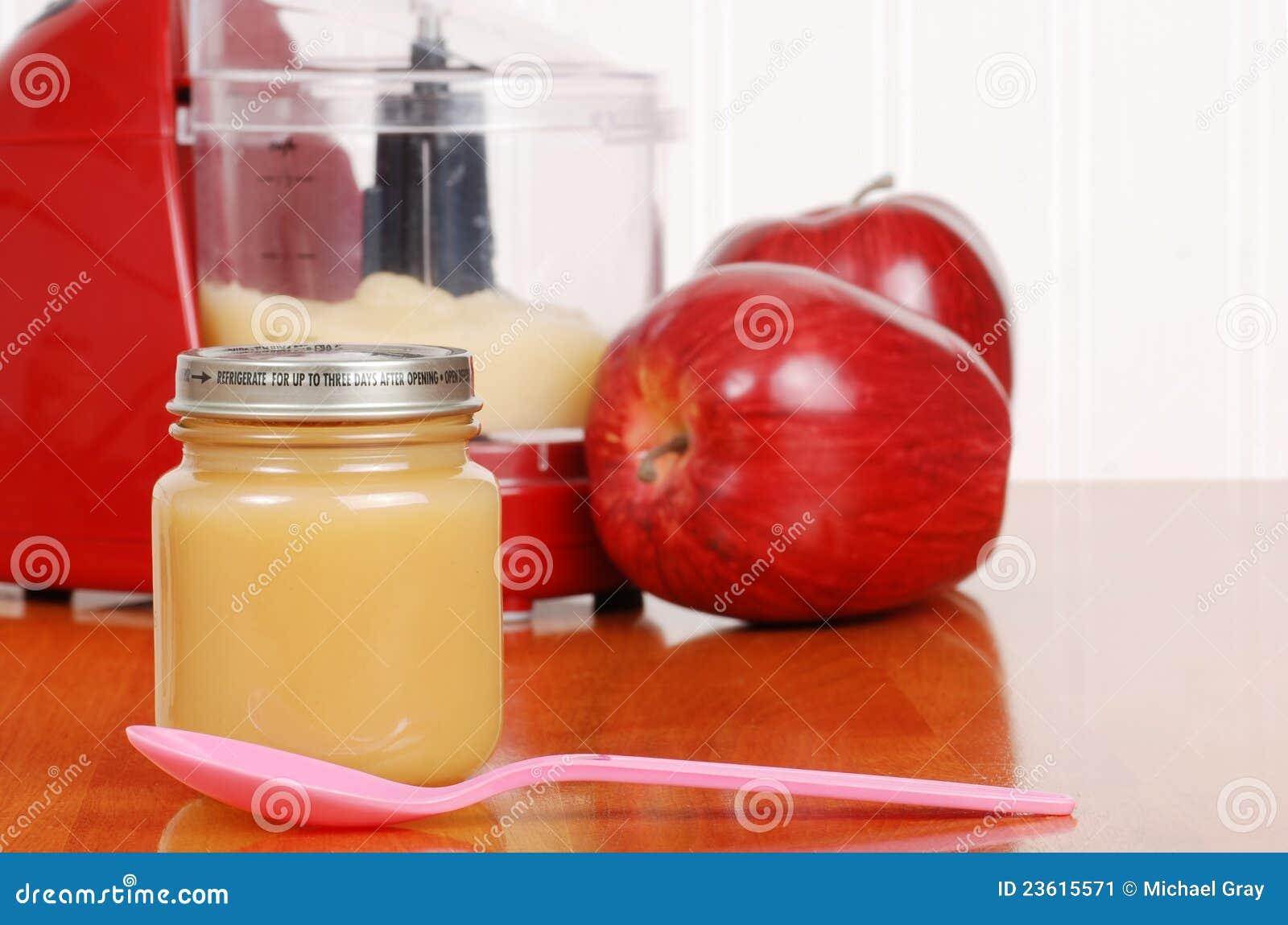 aliment pour b b fait maison de compote de pommes avec la. Black Bedroom Furniture Sets. Home Design Ideas