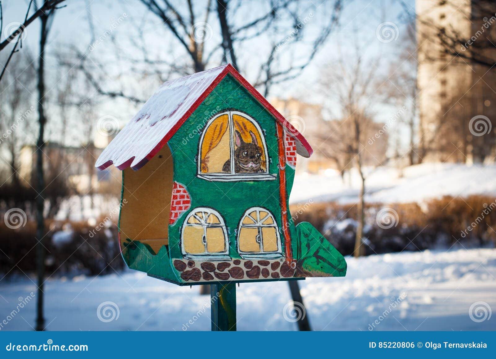 Alimentadores Del Pájaro Casa En El árbol Pintada Para Los Pájaros ... ffdddf9bd82