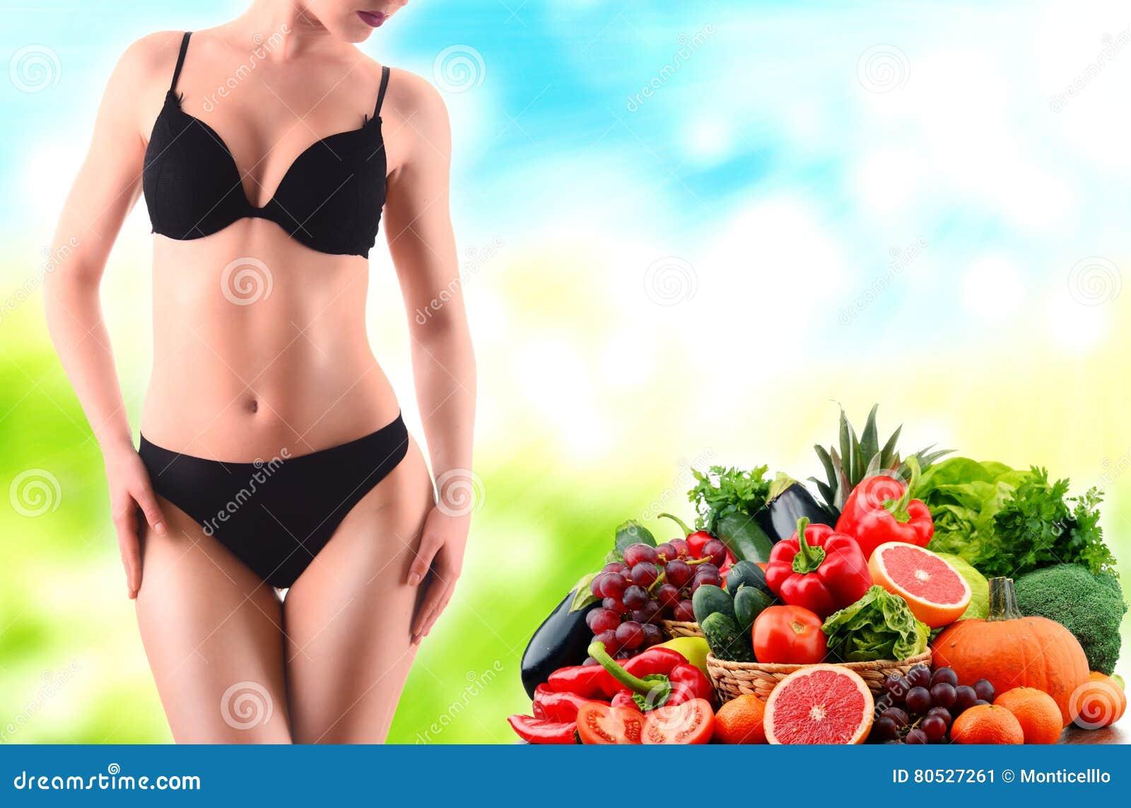 Alimentation équilibrée basée sur les légumes et les fruits organiques crus