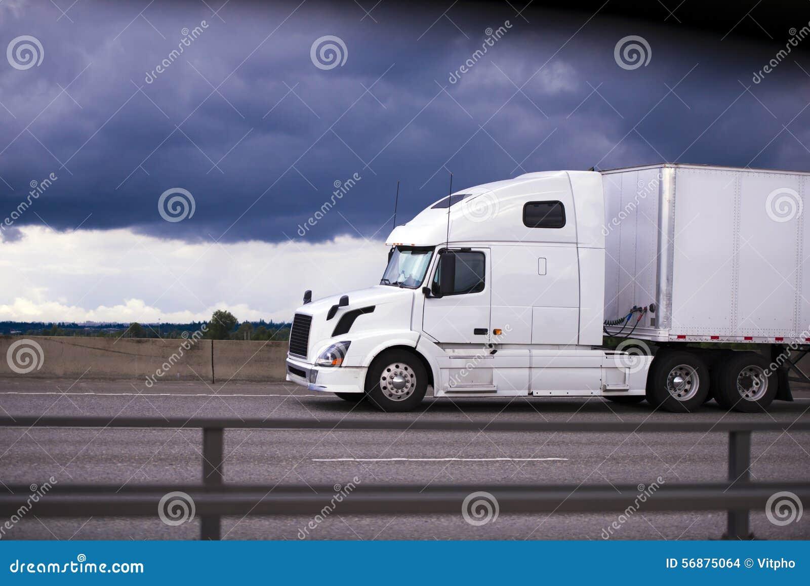 Alimenti la carrozza bianca moderna di vista laterale del rimorchio del camion dei semi dell impianto di perforazione